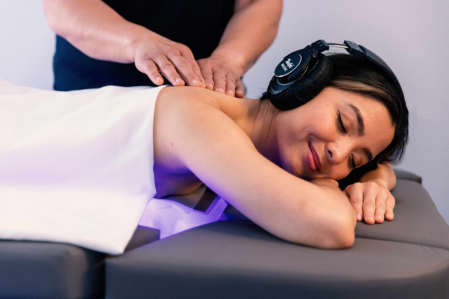The innovative sensory body treatment pairs traditional massage techniques with the gentle vibrations of the Spa.Wave massage table, special music, and an eye cover.