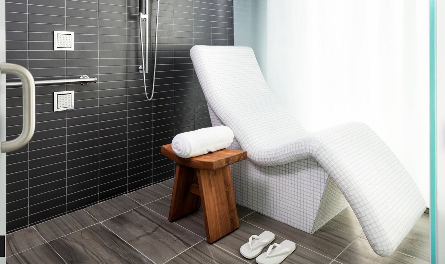 Spa Suite chaise.