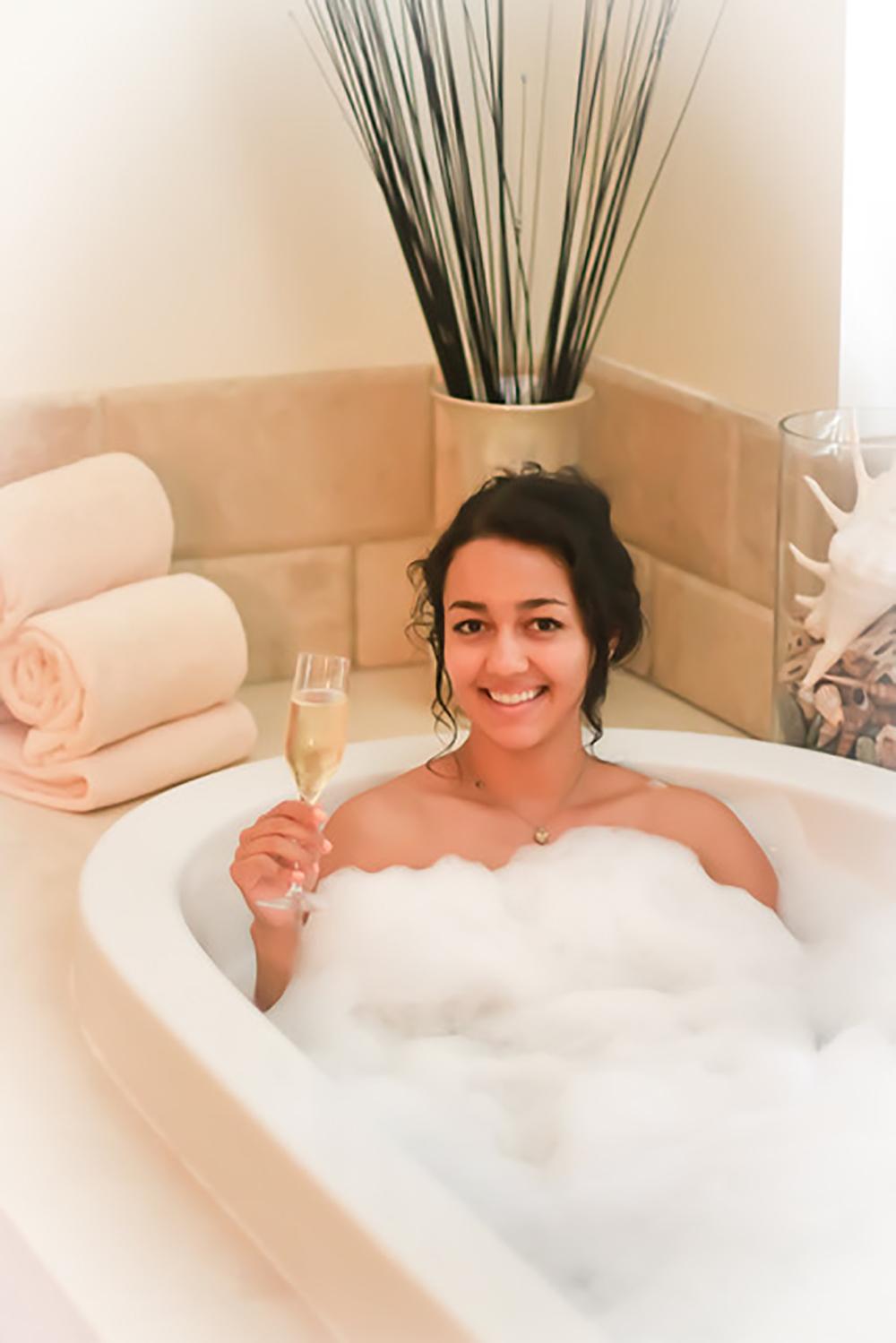 champagne in tub.jpg
