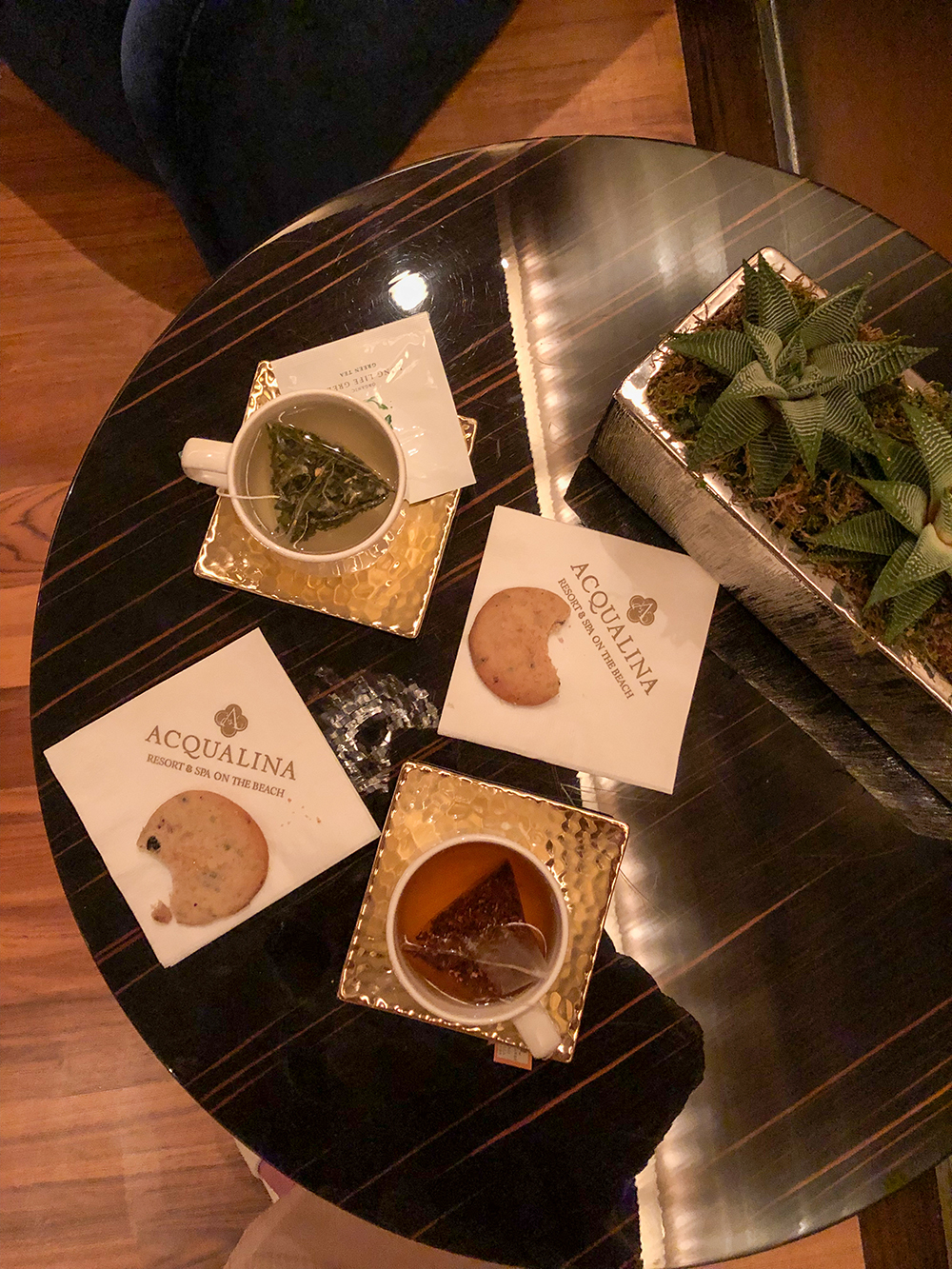 We enjoyed post-massages tea and herb-infused cookies.