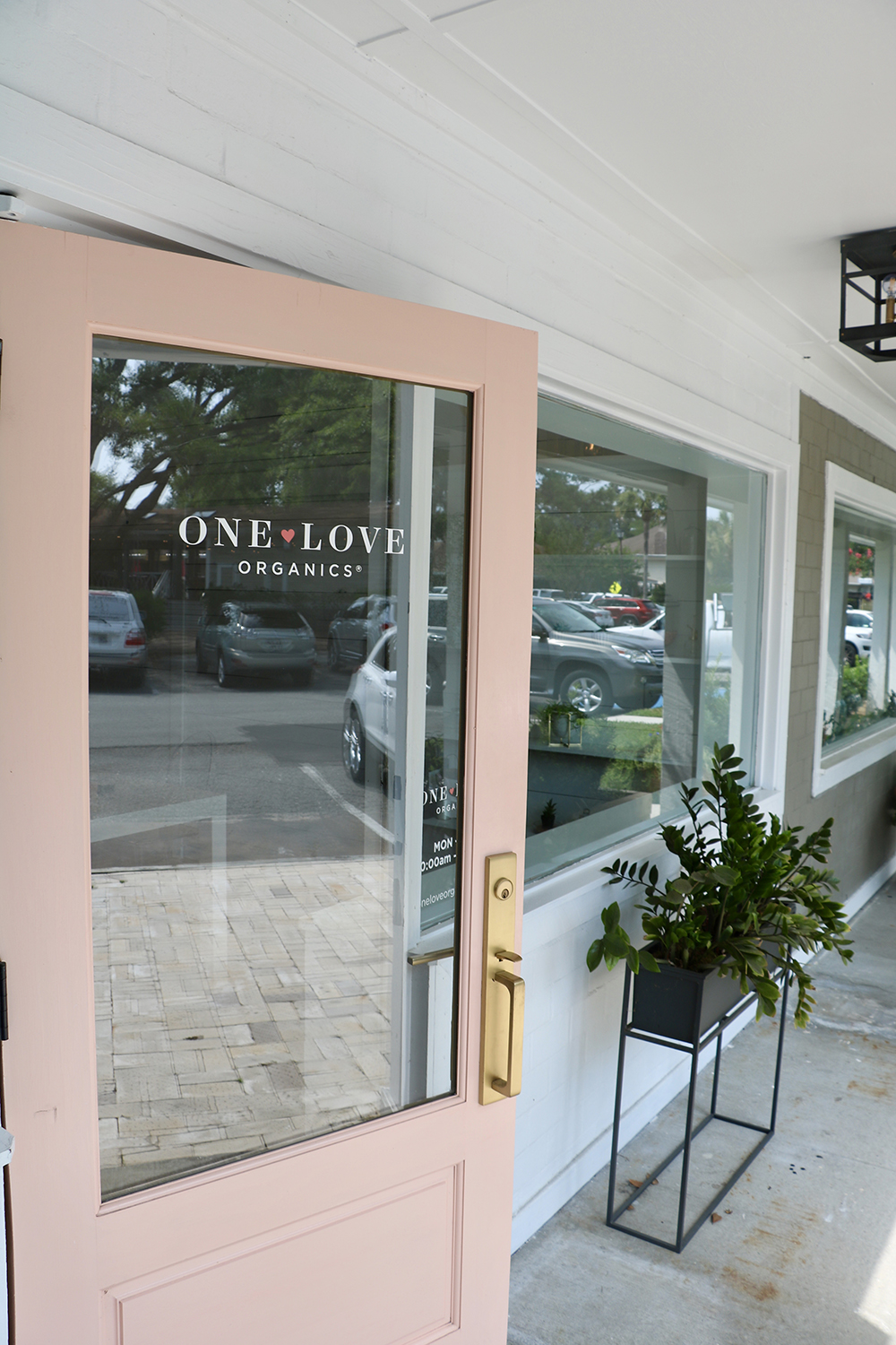 Enveloped by moss-draped southern oaks in a serene coastal village on St. Simons Island in Georgia, One Love Organics Spa is is a pampering and cozy getaway.