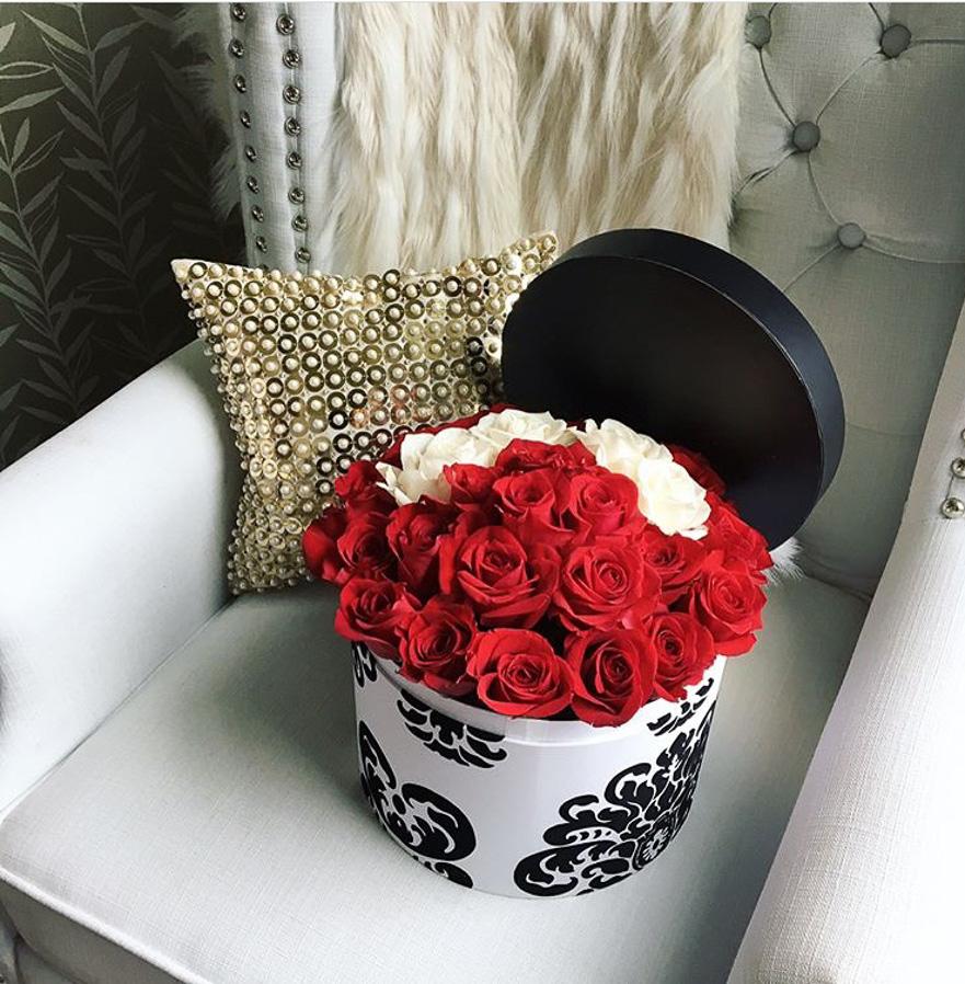 damask_redroses_round_flowerbox3.jpg