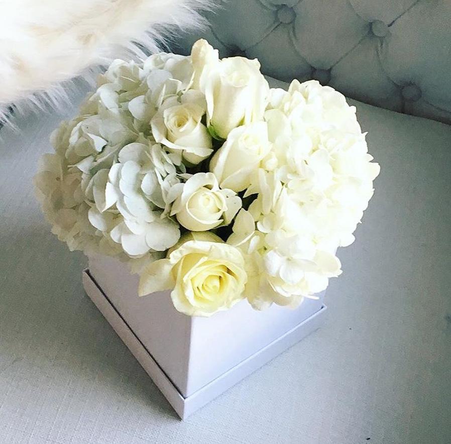 whitefloralarrangements_mckenziechic2.jpg
