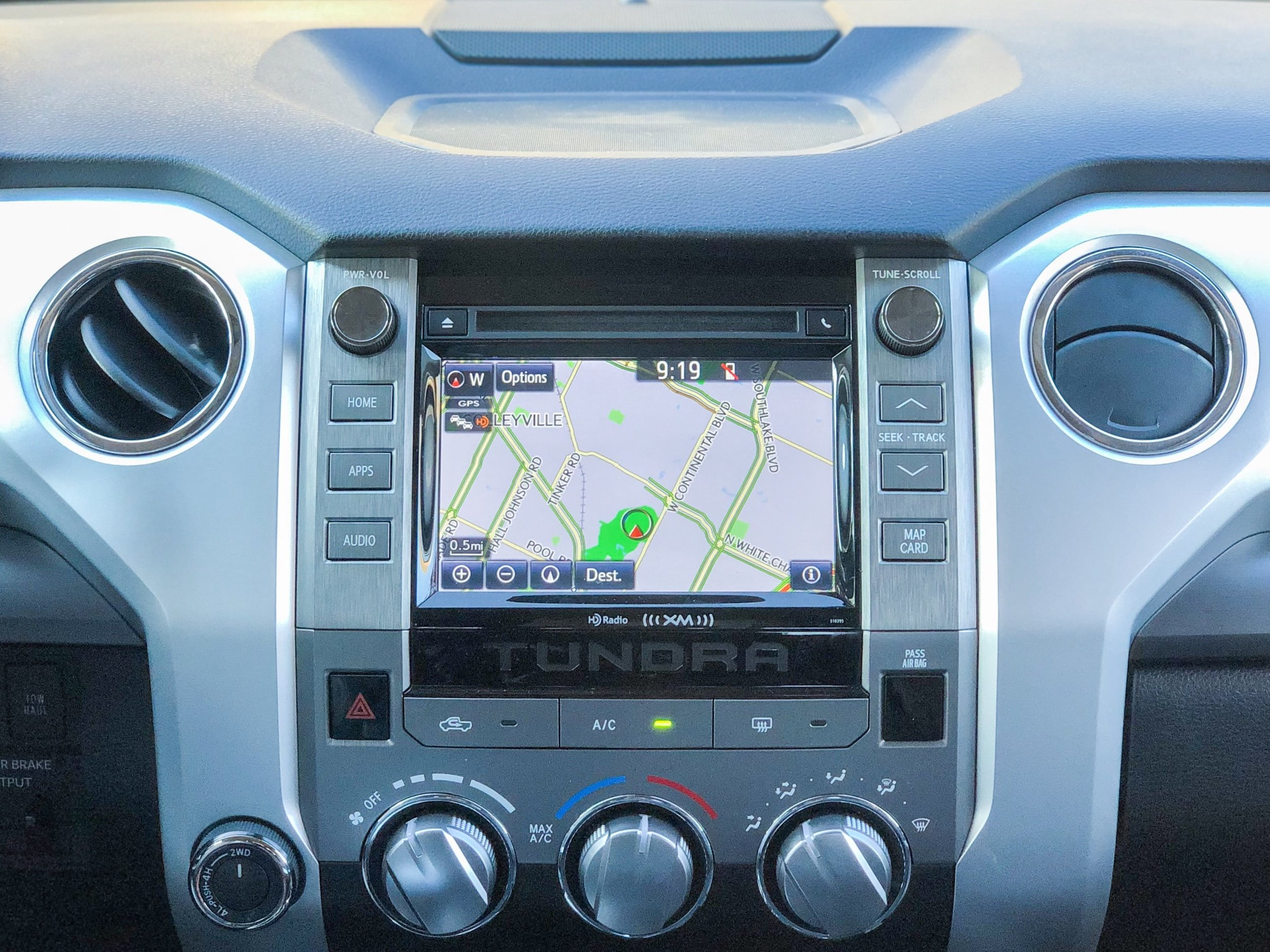 Interior Controls along with Integrated Navigation and App Suite (Photo Credit: Neda Khalilian)
