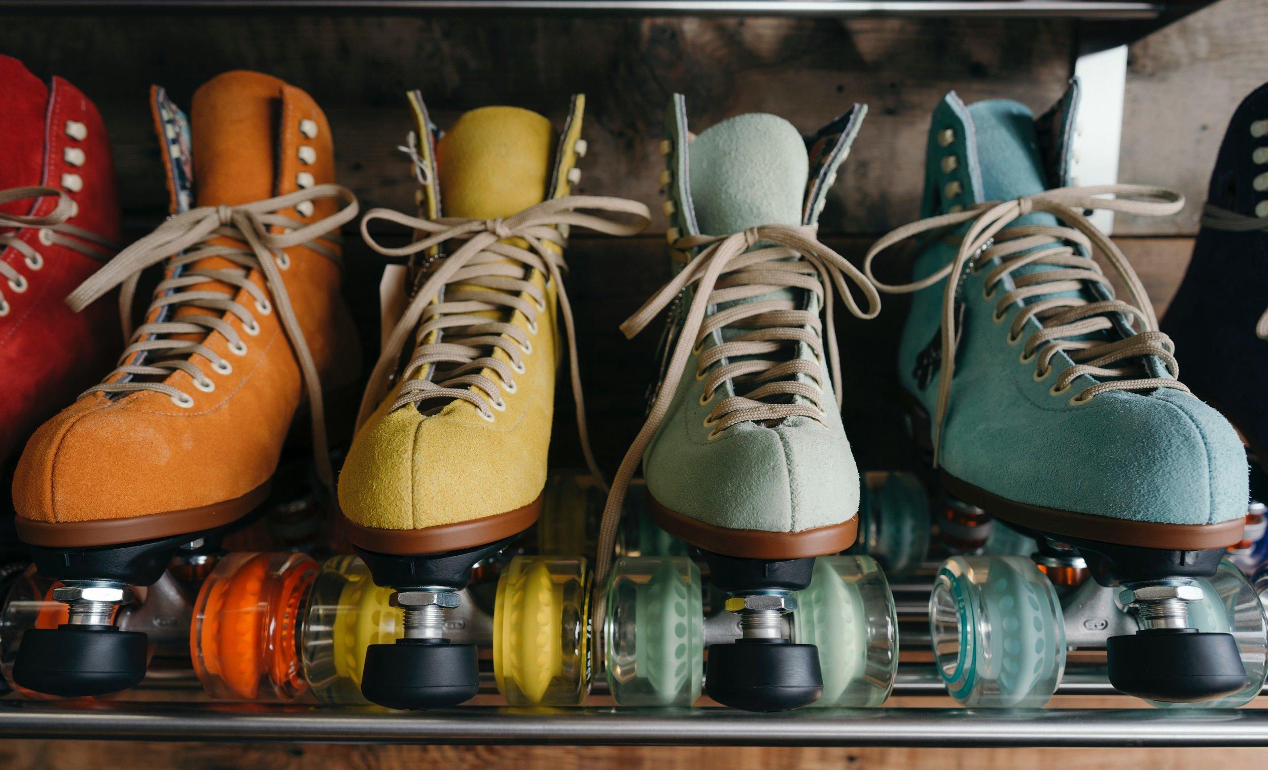 classic-footwear-roller-skates-2044086.jpg