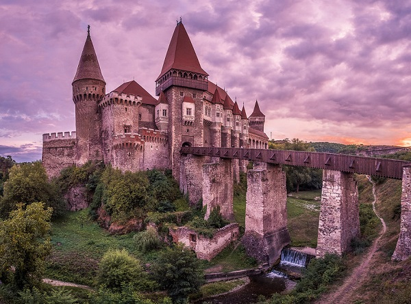 Hunyadi Castle, where legend has it the ruler of Wallachia, Vlad Dracula was imprisoned.