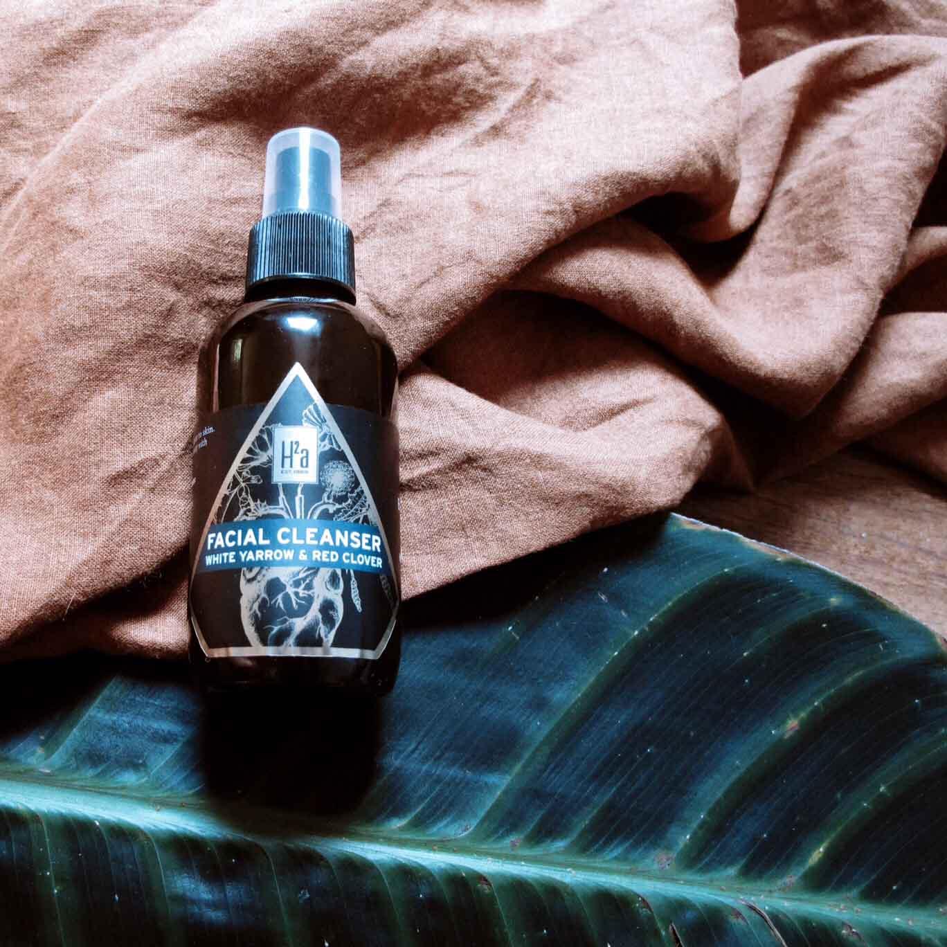www.sarahelizabethvosper.com-H2a-Botanicals-White-Yarrow-Red-Clover-facial-cleanser-holistic-beauty-.jpg