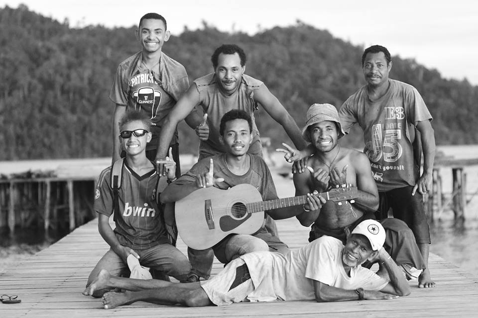 MahaRaja Eco Dive Lodge - Our Papuan friends love music