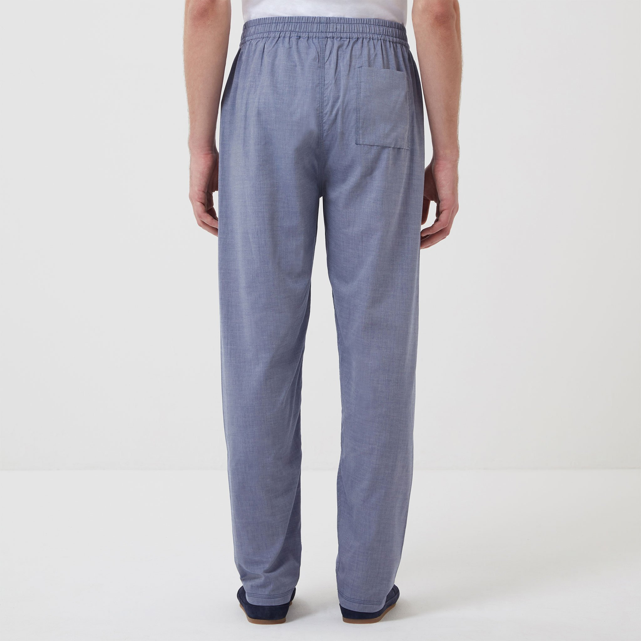 Cotton-Cashmere-Sleep-Trouser-Chambray-Model_03.jpg