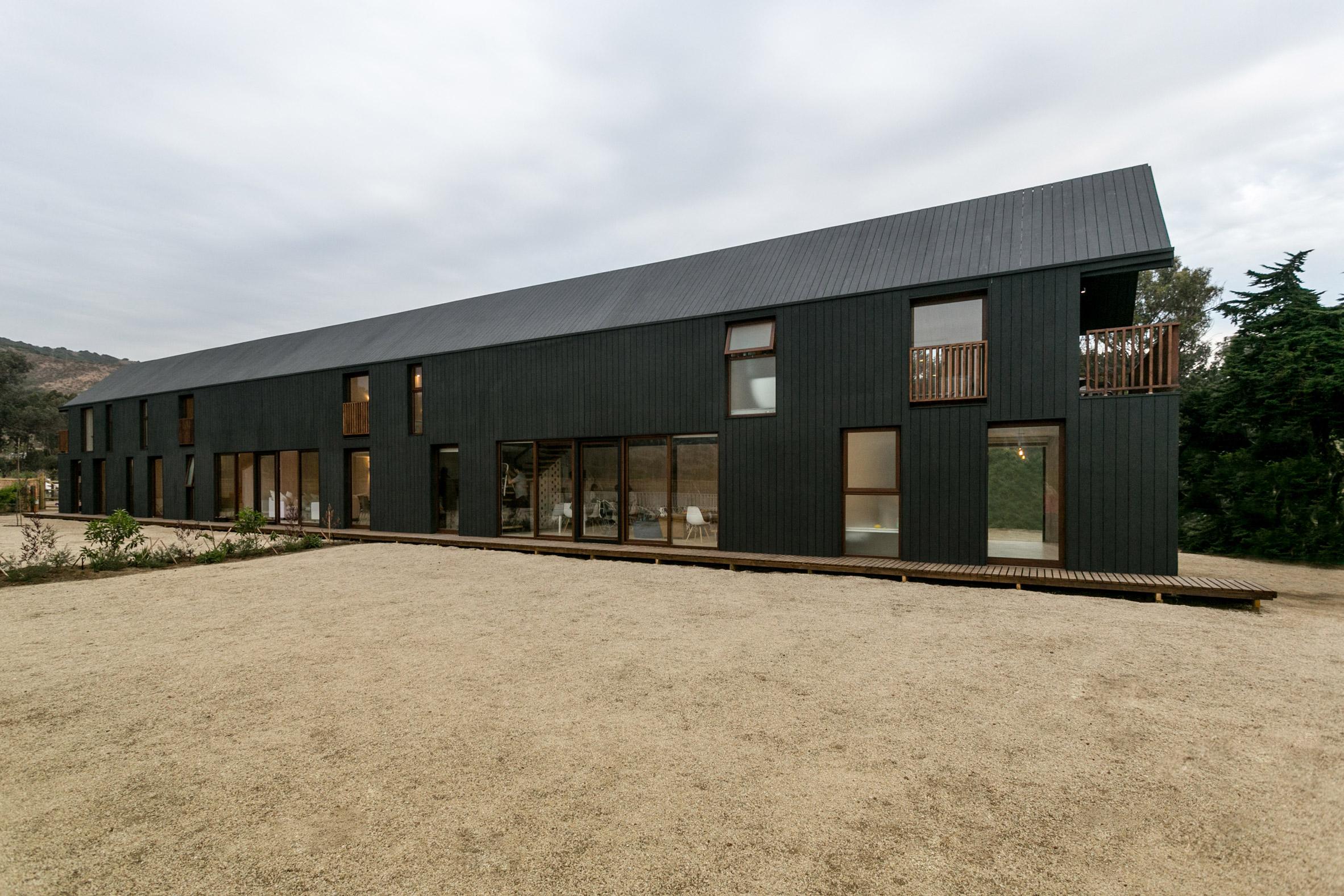 shotgun-house-alejandro-soffia-architecture-black-wood-chile_dezeen_2364_col_13.jpg