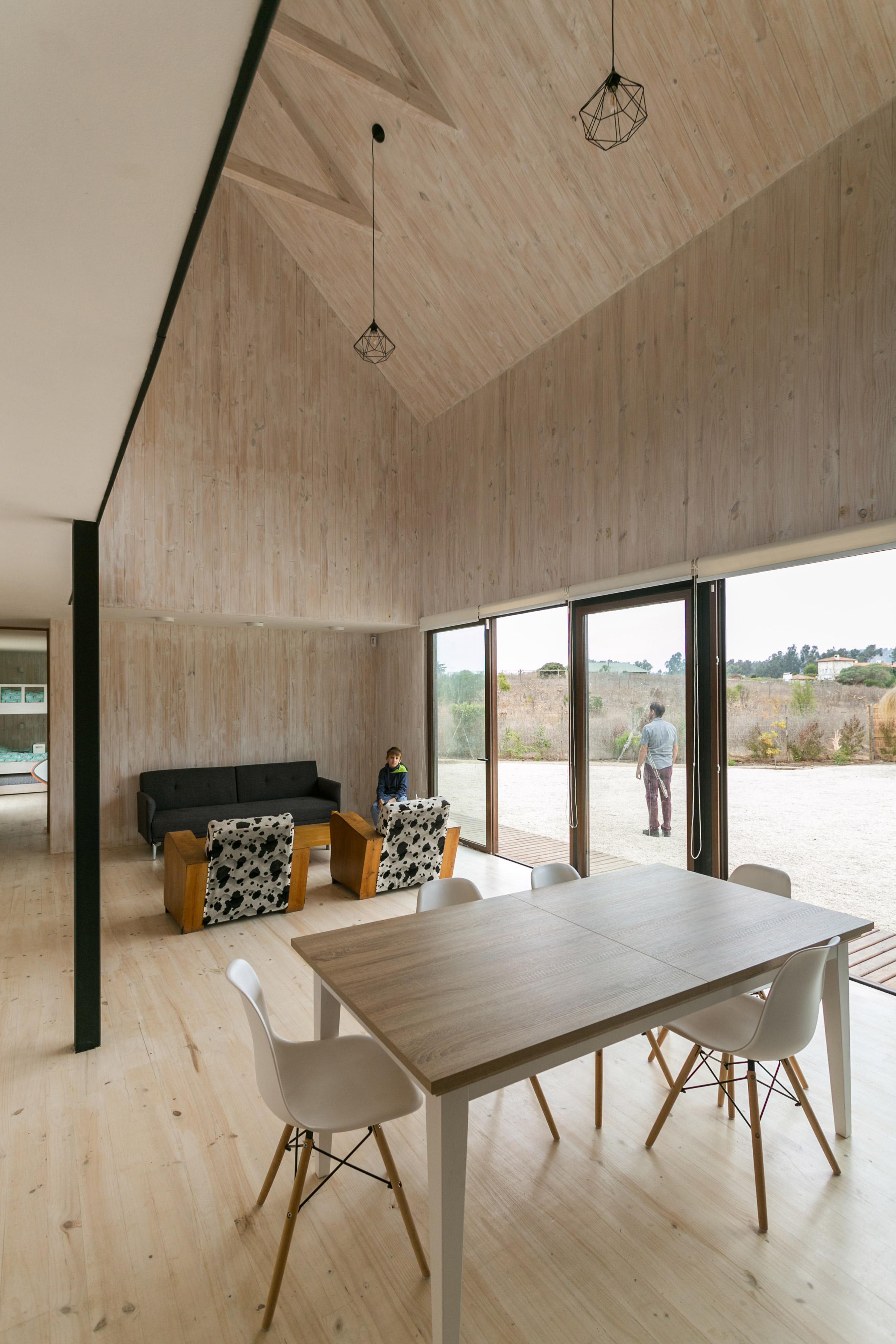 shotgun-house-alejandro-soffia-architecture-black-wood-chile_dezeen_2364_col_0.jpg