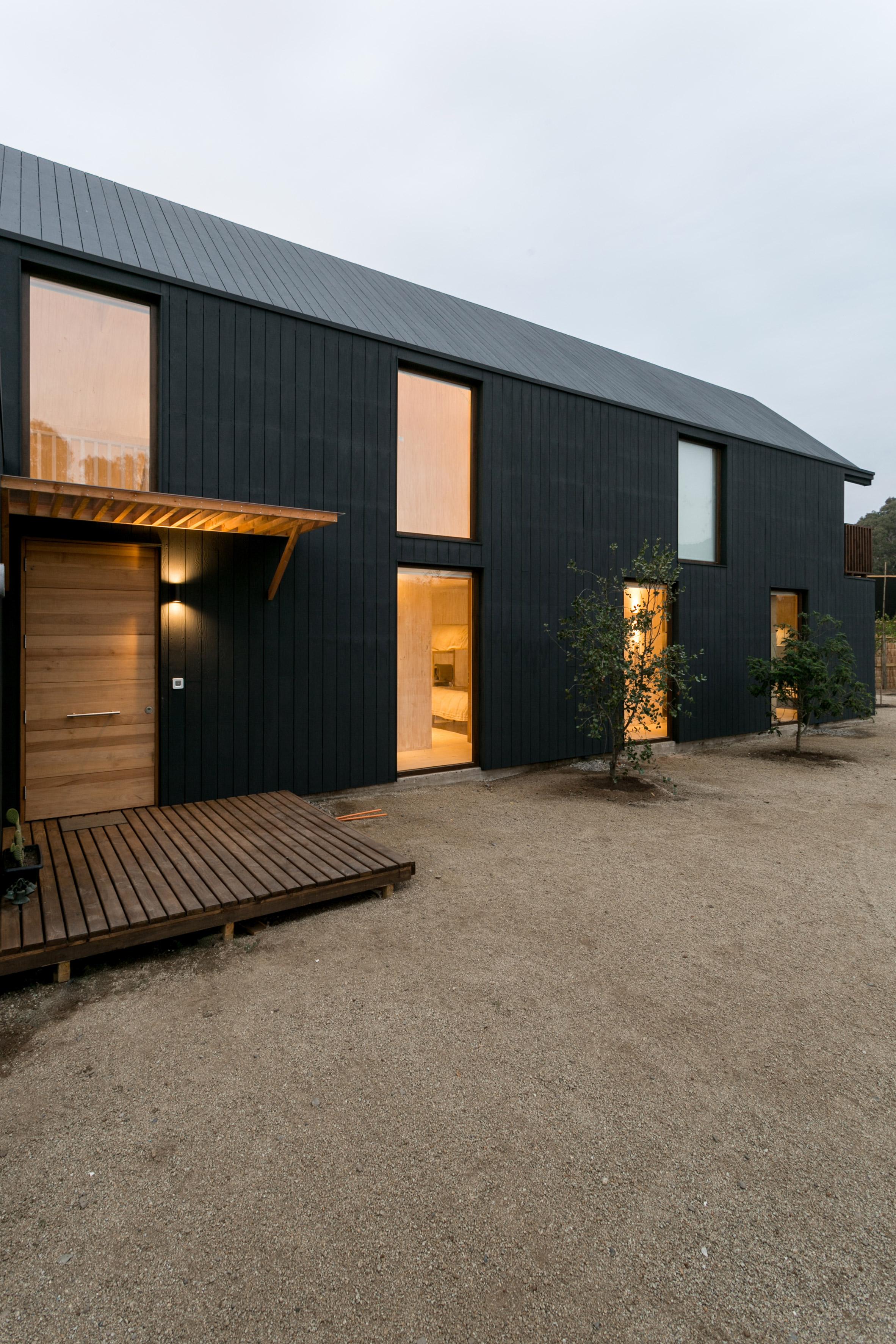 shotgun-house-alejandro-soffia-architecture-black-wood-chile_dezeen_2364_col_16.jpg