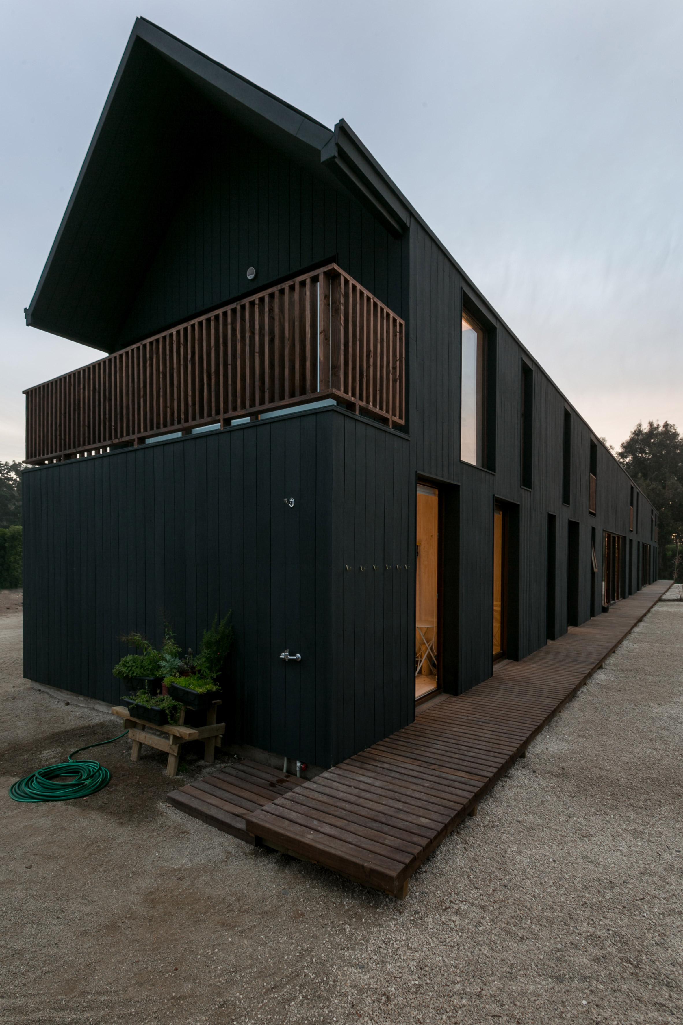 shotgun-house-alejandro-soffia-architecture-black-wood-chile_dezeen_2364_col_15.jpg