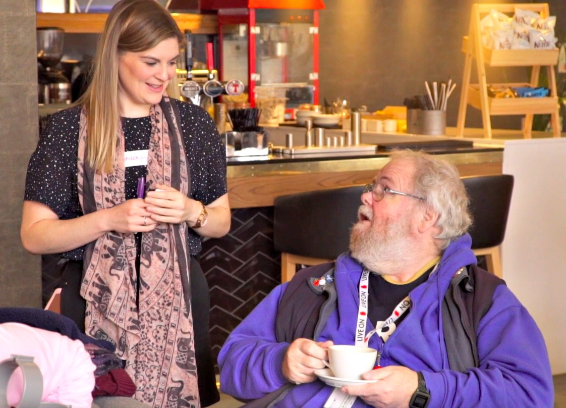 Kimberley and John having a chat at our Welcome launch in front of the bar of DoubleTree Hilton