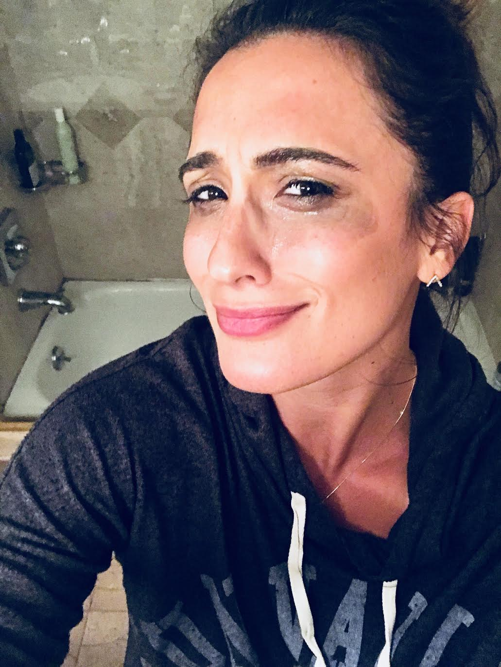 #SkinBabe Giuliana Cortese uses straight up coconut oil to take off her make-up after a shoot - a little messy but leaves her skin feeling awesome!