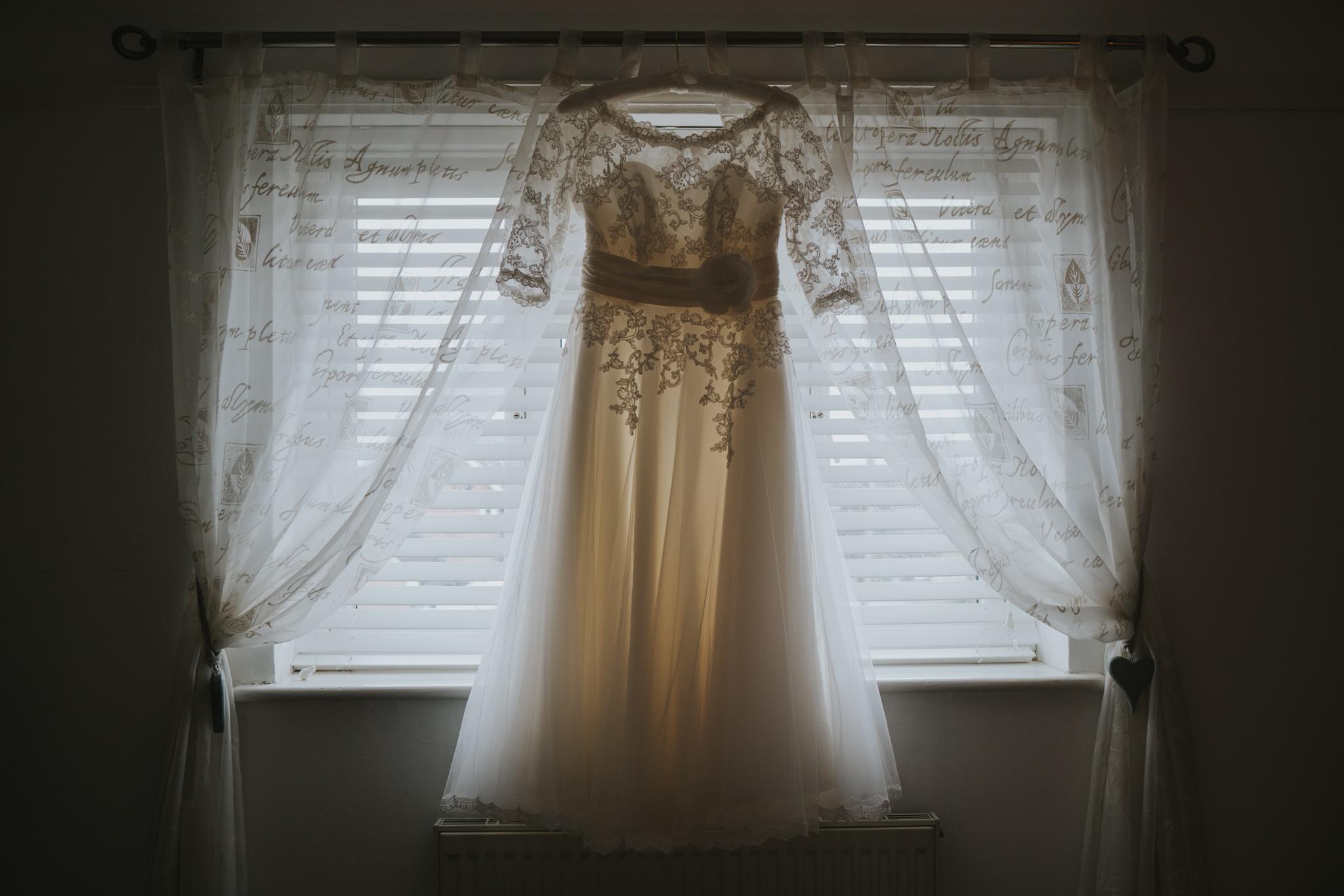 rhia-james-rustic-crabbs-barn-vintage-50s-retro-wedding-grace-elizabeth-colchester-essex-alternative-relaxed-wedding-family-photography-devon-suffolk-norfolk-essex (1 of 138).jpg