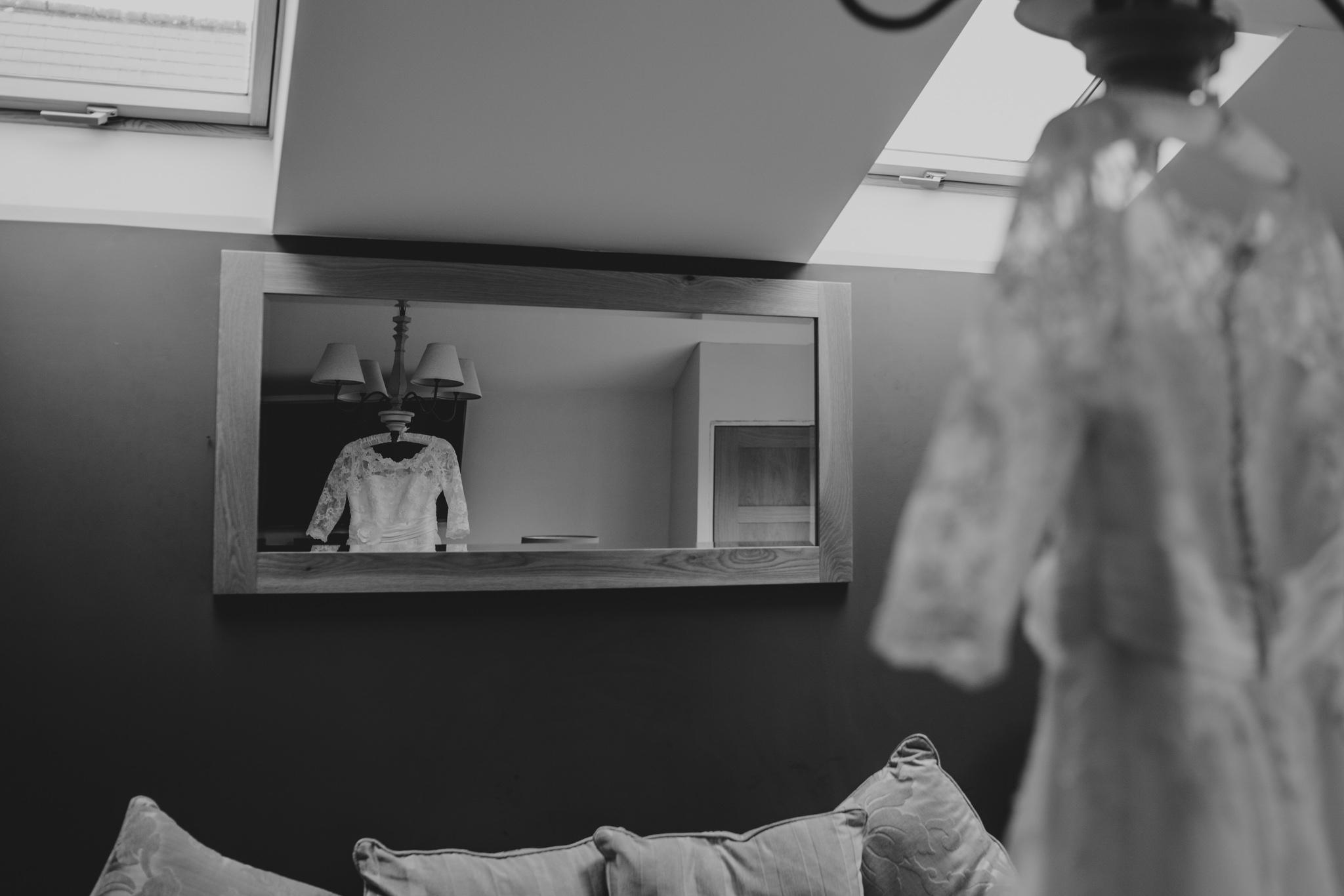 rhia-james-rustic-crabbs-barn-vintage-50s-retro-wedding-grace-elizabeth-colchester-essex-alternative-relaxed-wedding-family-photography-devon-suffolk-norfolk-essex (5 of 138).jpg