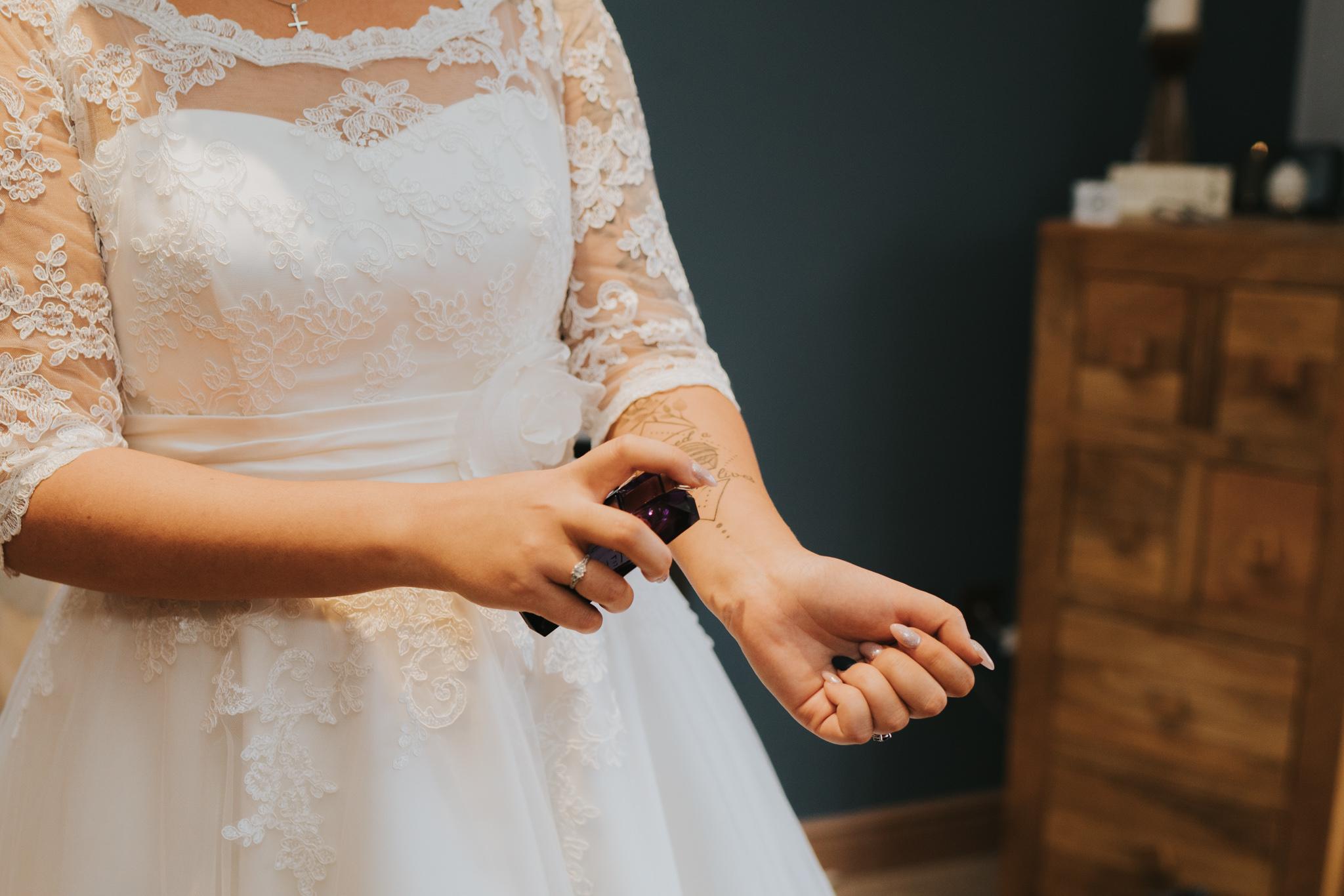rhia-james-rustic-crabbs-barn-vintage-50s-retro-wedding-grace-elizabeth-colchester-essex-alternative-relaxed-wedding-family-photography-devon-suffolk-norfolk-essex (38 of 138).jpg