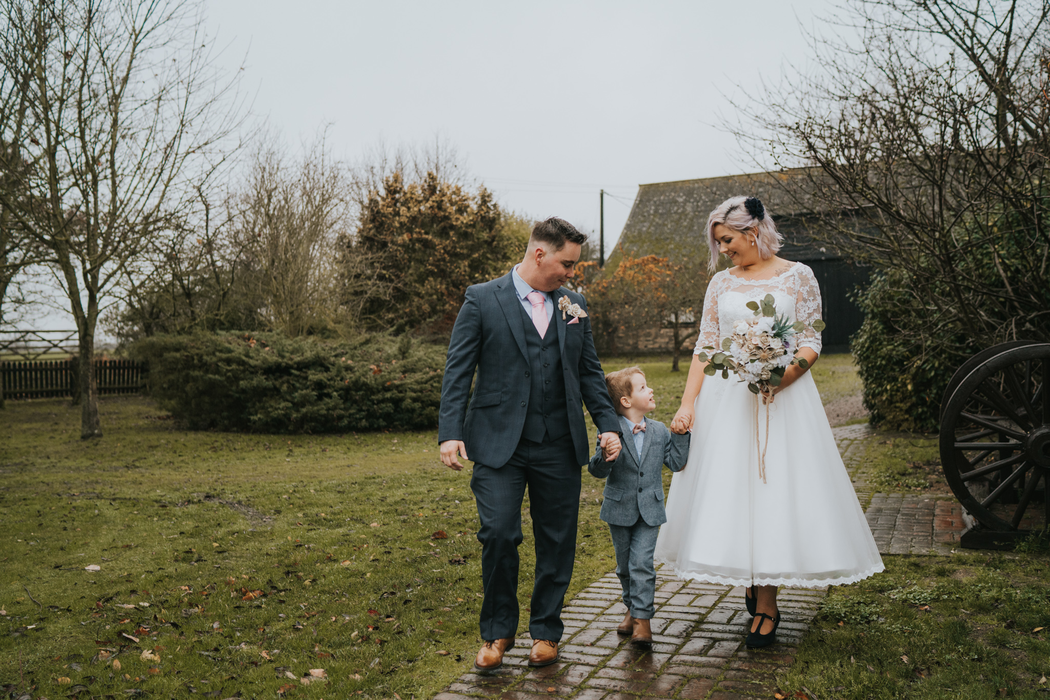 rhia-james-rustic-crabbs-barn-vintage-50s-retro-wedding-grace-elizabeth-colchester-essex-alternative-relaxed-wedding-family-photography-devon-suffolk-norfolk-essex (90 of 138).jpg