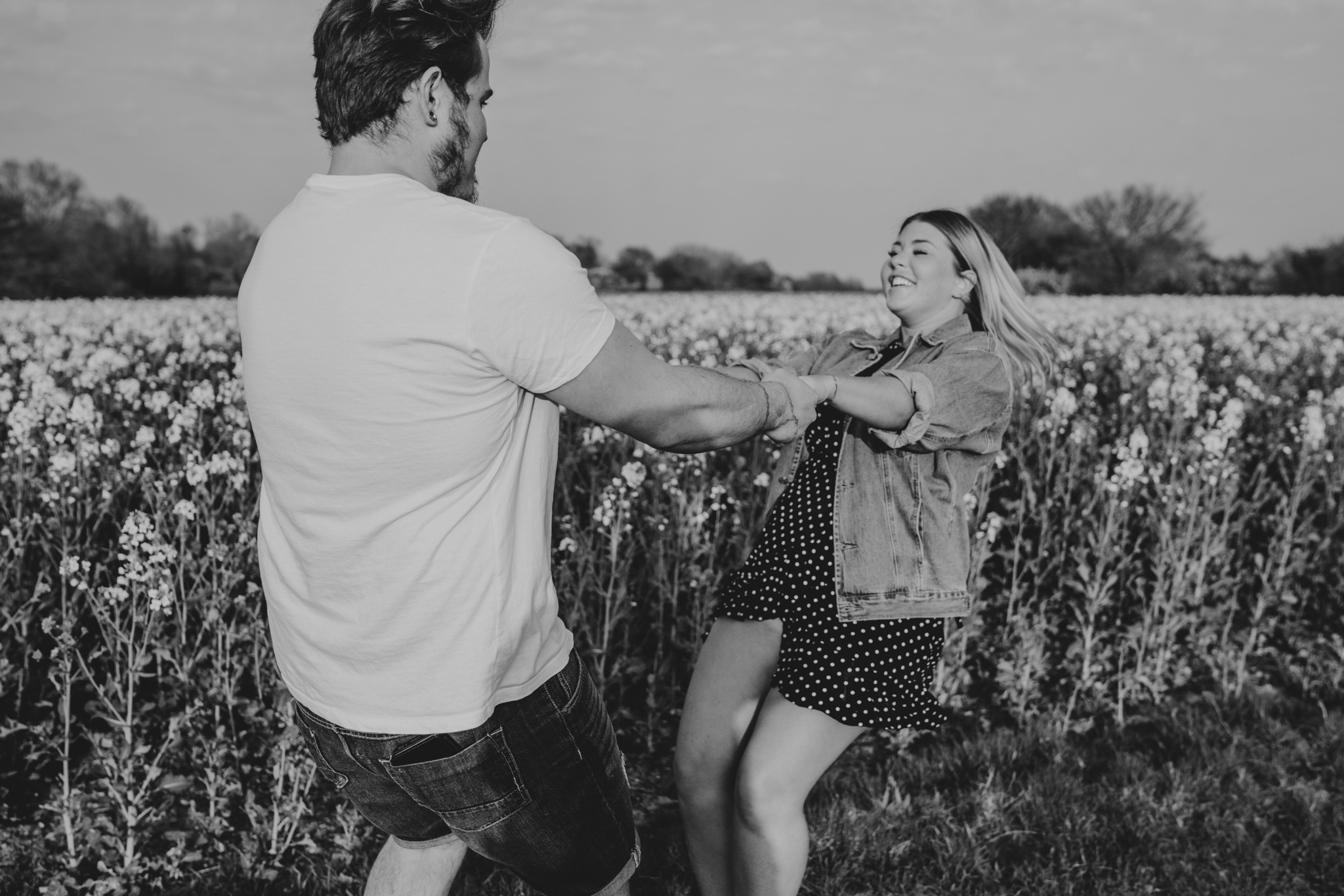 chloe-dan-pre-wedding-engagement-session-countryside-grace-elizabeth-colchester-essex-alternative-wedding-lifestyle-photographer-suffolk-norfolk-devon (35 of 50).jpg