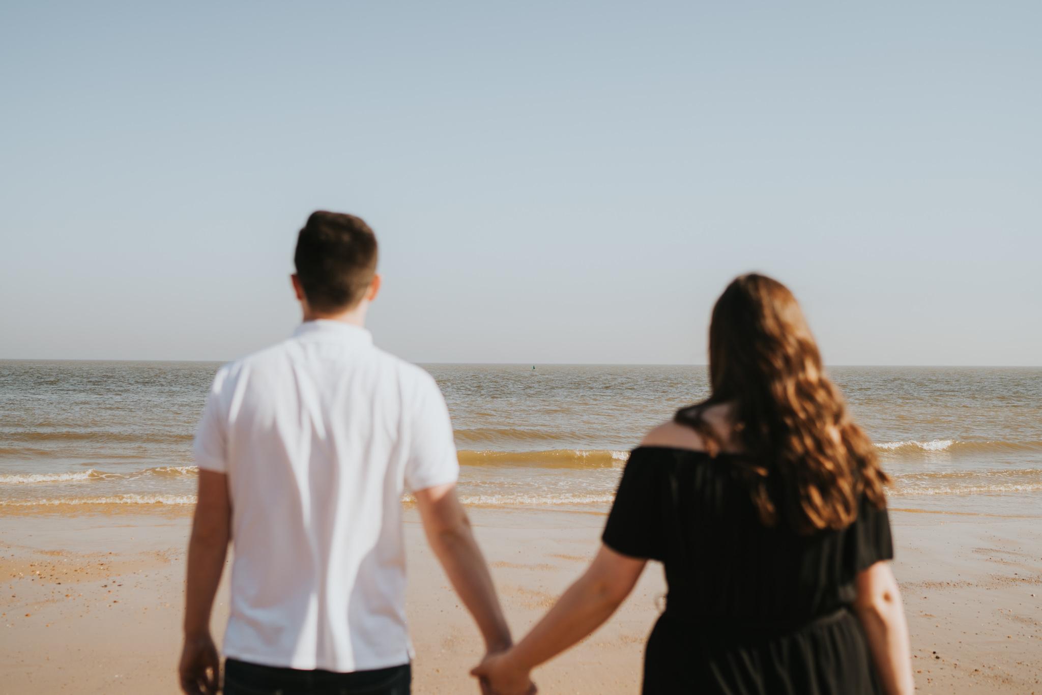 steph-peter-relaxed-frinton-beach-engagement-session-grace-elizabeth-colchester-essex-alternative-wedding-lifestyle-photographer-essex-suffolk-norfolk-devon (6 of 16).jpg