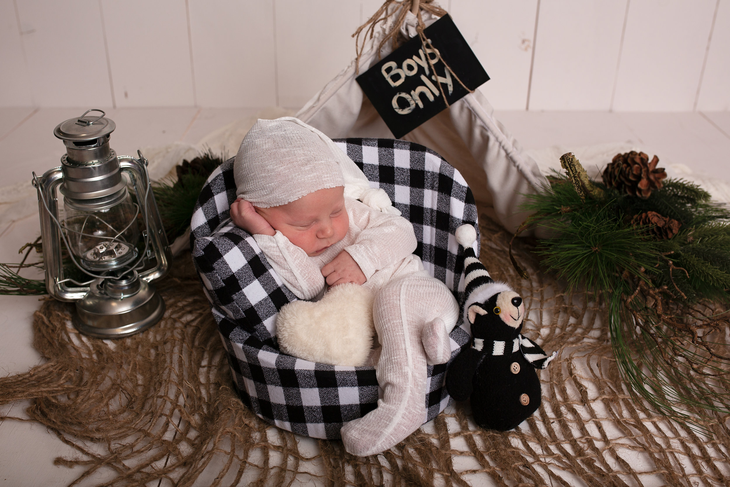 18_11_04 Melody Foster Newborn Session - Pryson43.jpg