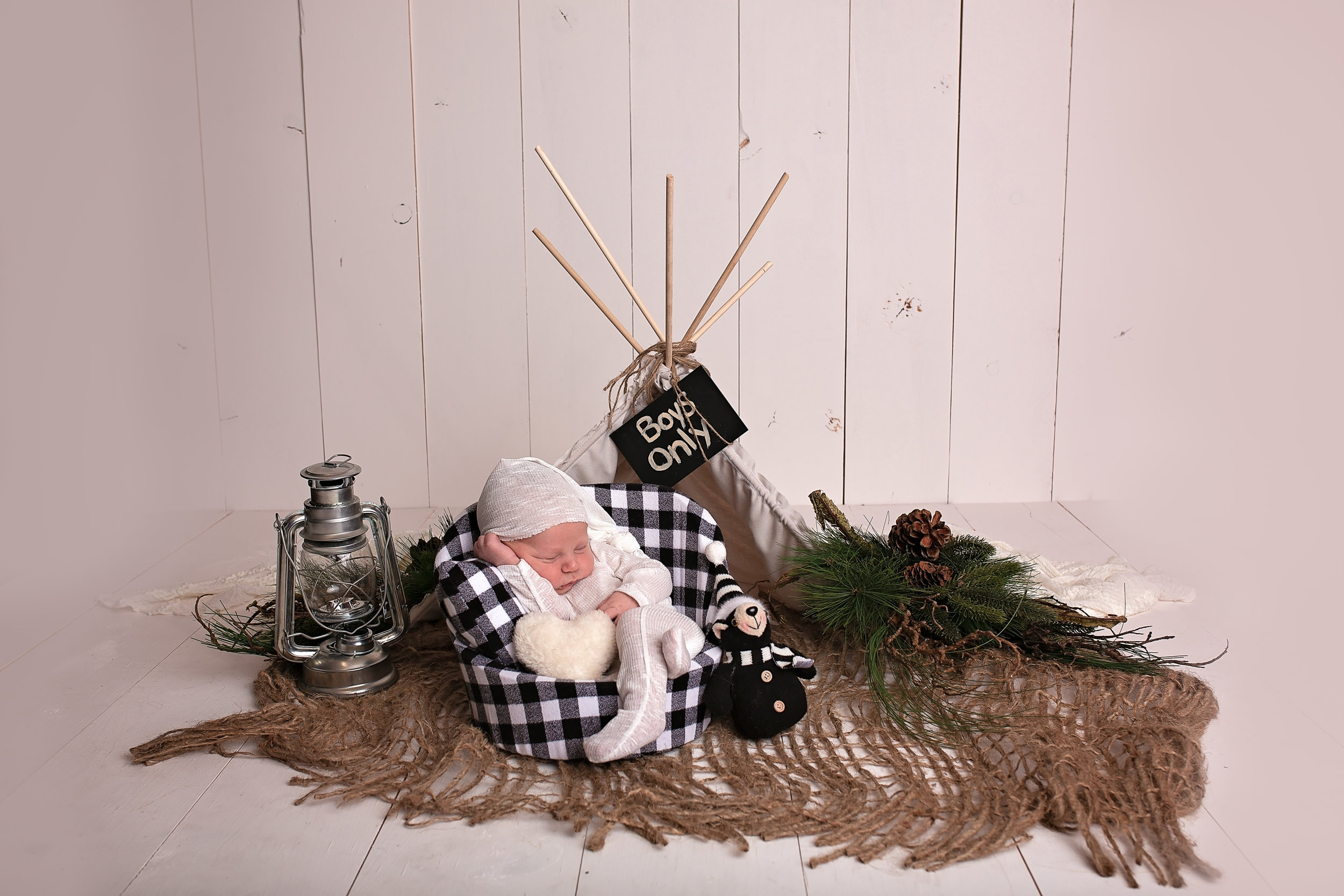 18_11_04 Melody Foster Newborn Session - Pryson45.jpg