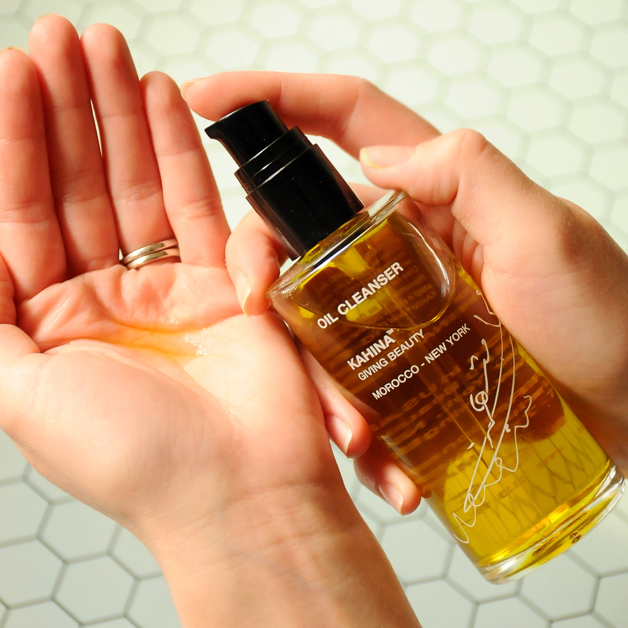 Kahina Giving Beauty Oil Cleanser Review
