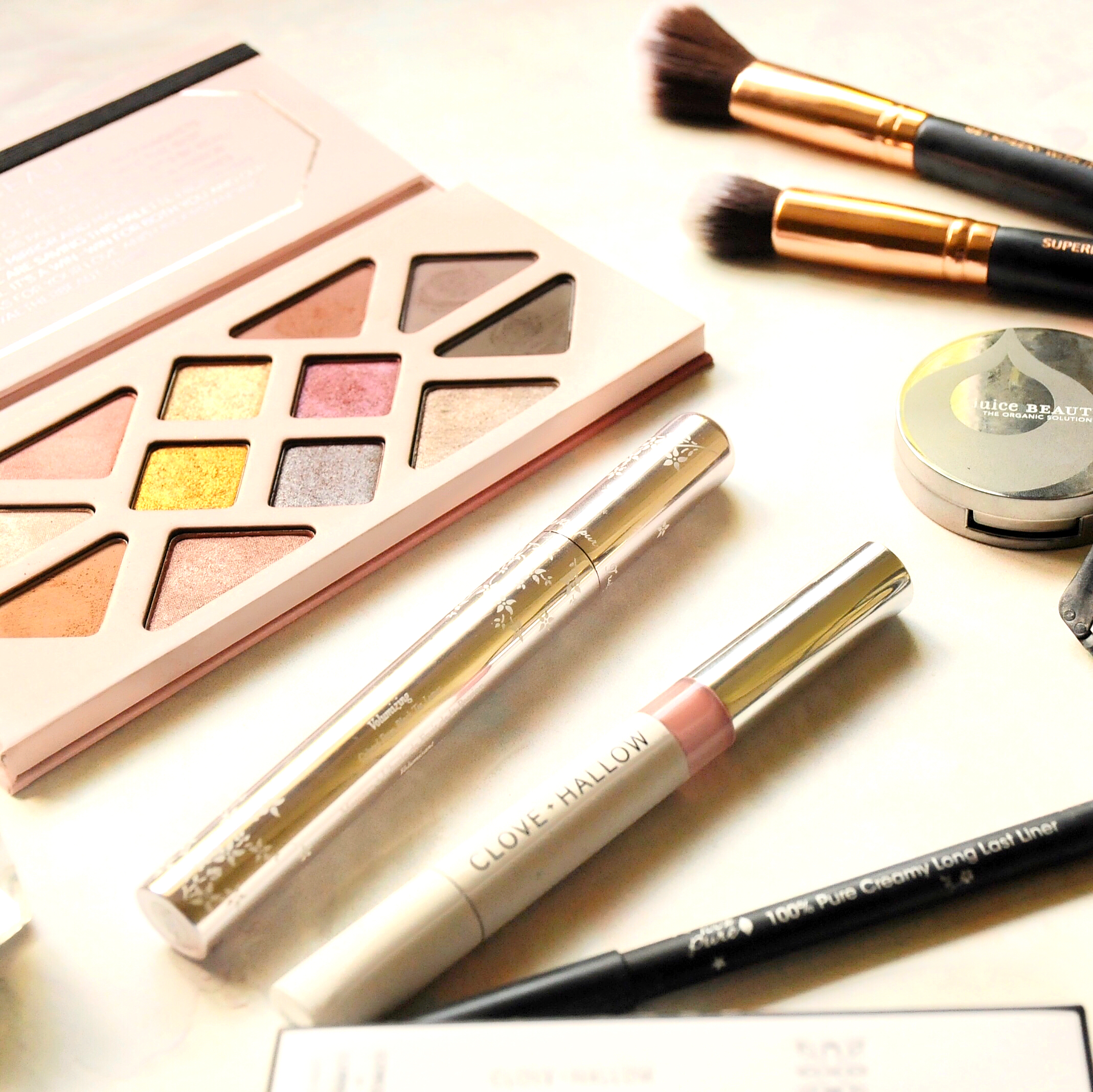 In My Green Beauty Travel Bag: MakeUp Edition