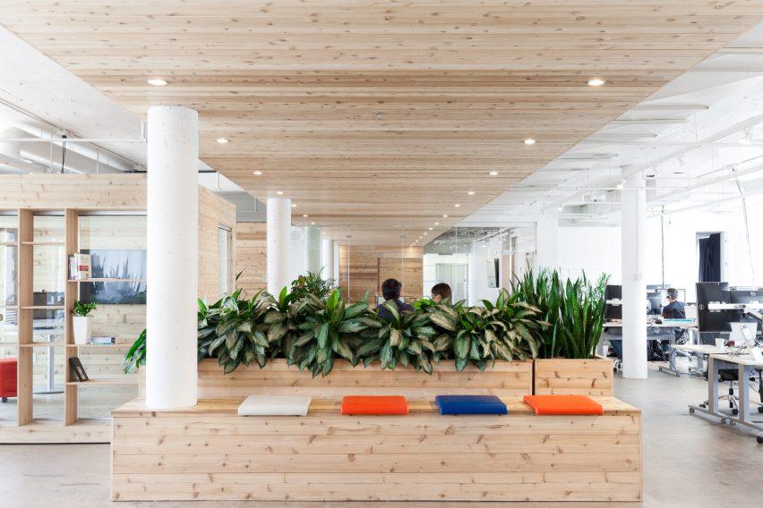 bureaux-ovh-atelier-pierret-thibault-interiors-offices-canada_dezeen_2364_col_0-852x568.jpg