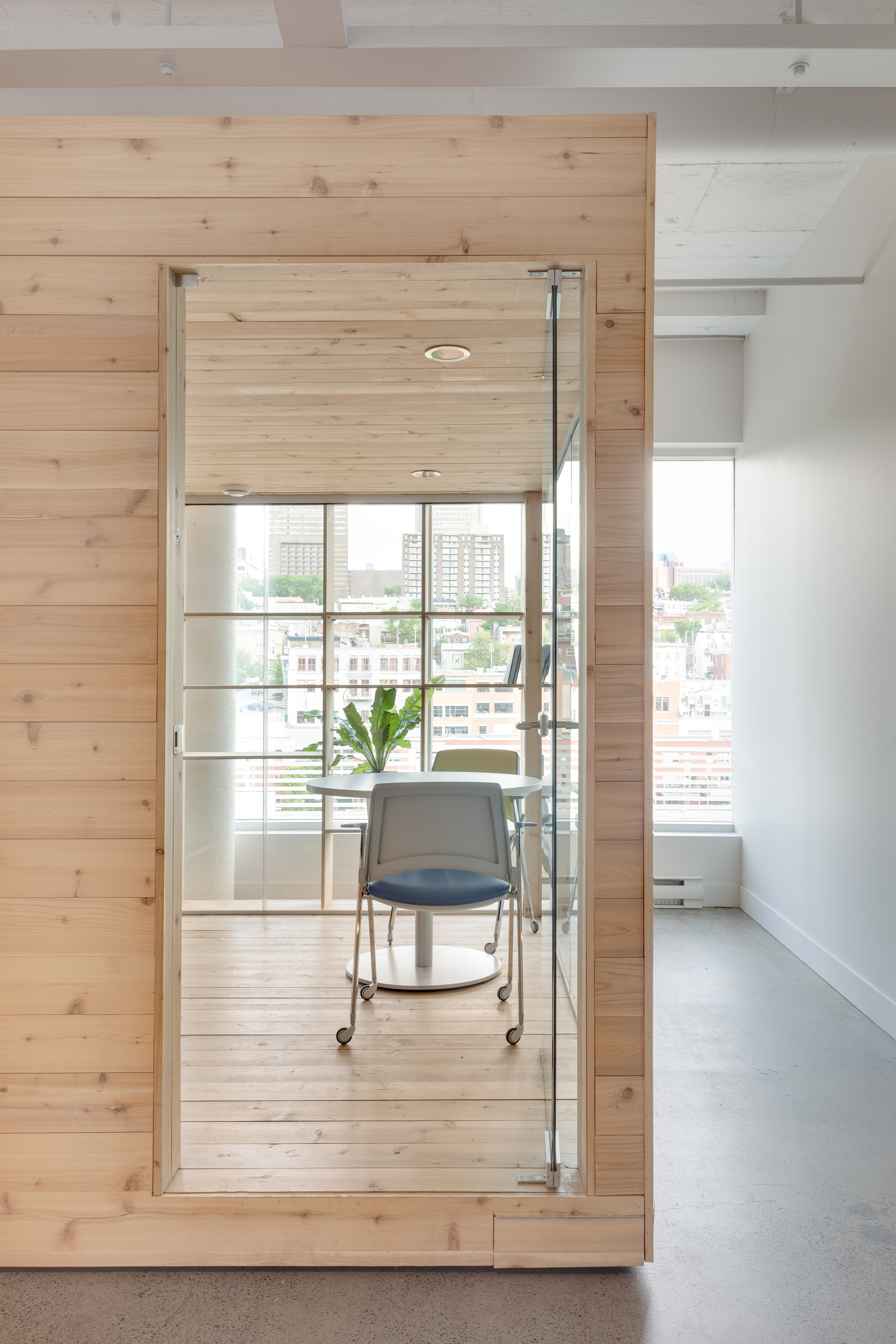 bureaux-ovh-atelier-pierret-thibault-interiors-offices-canada_dezeen_2364_col_6.jpg