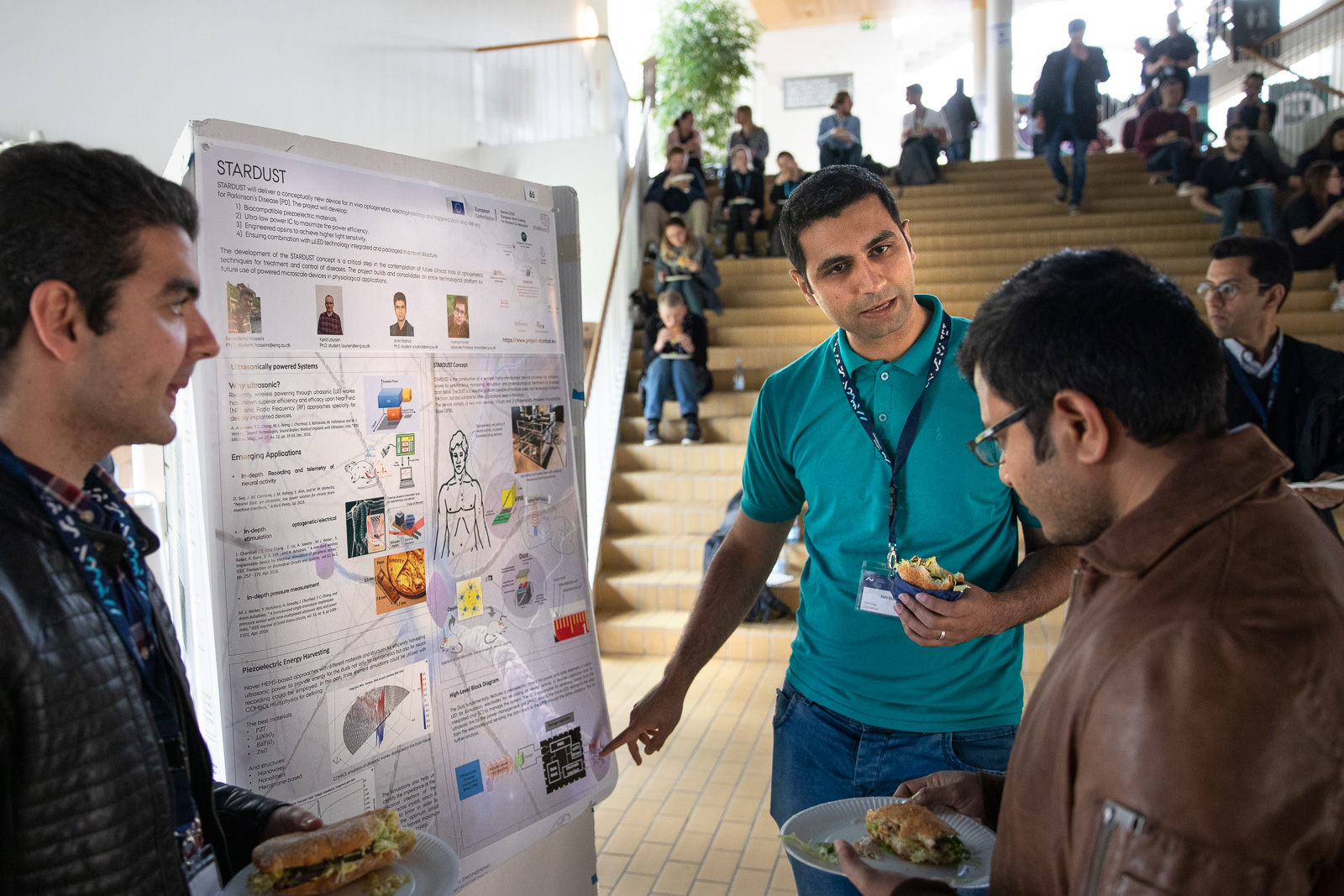 PhD students  Seyedsina Hosseini & Amin Rashidi from Aarhus University presenting the project STARDUST at the Neuroscience Day.
