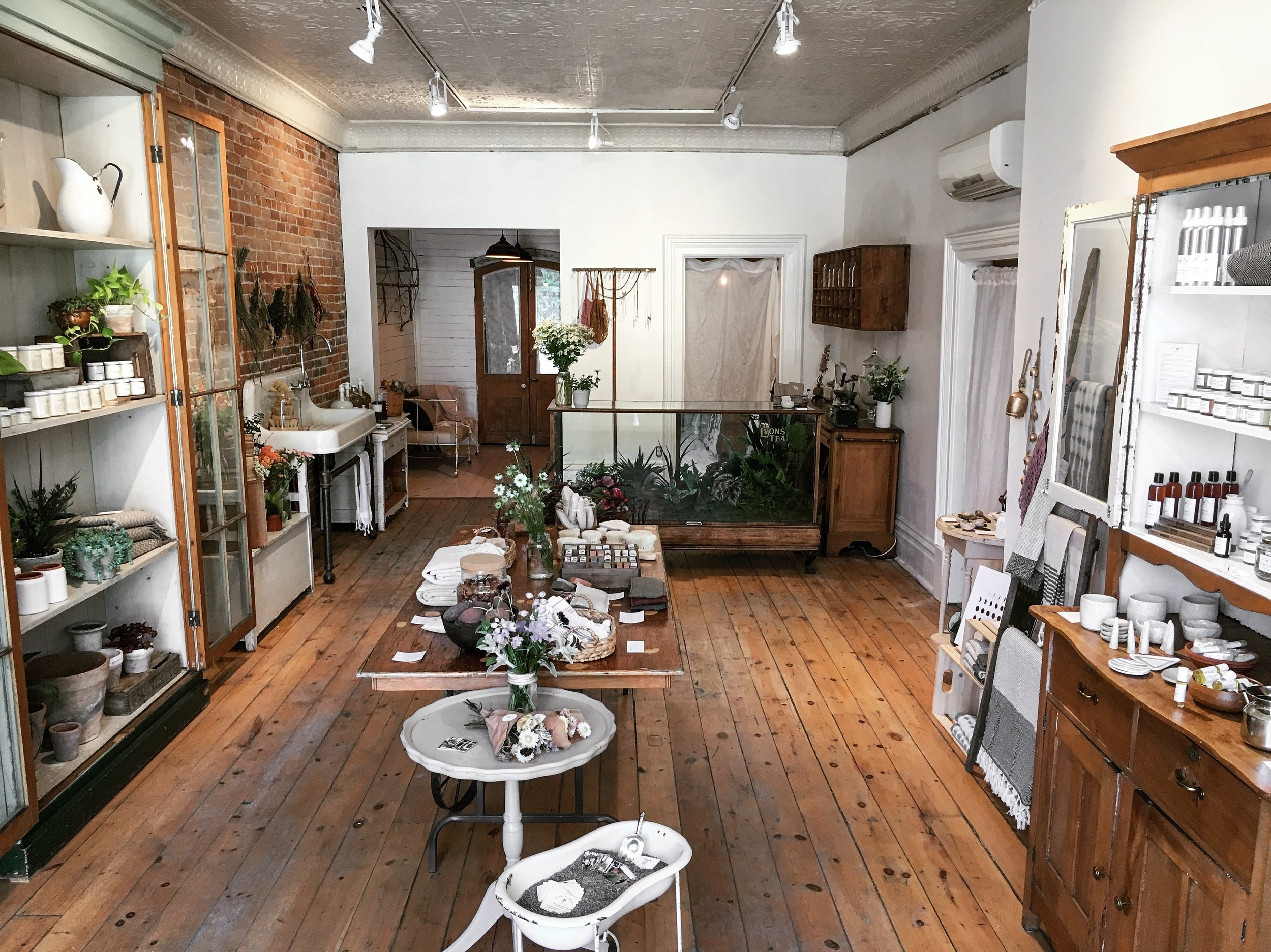 shop   Prince Edward County - 202 Main StreetPicton, Ontario K0K 2T0Hours: Tuesday to Saturday 10-5A collaborative space between Sunday's Company and Coriander Girl.