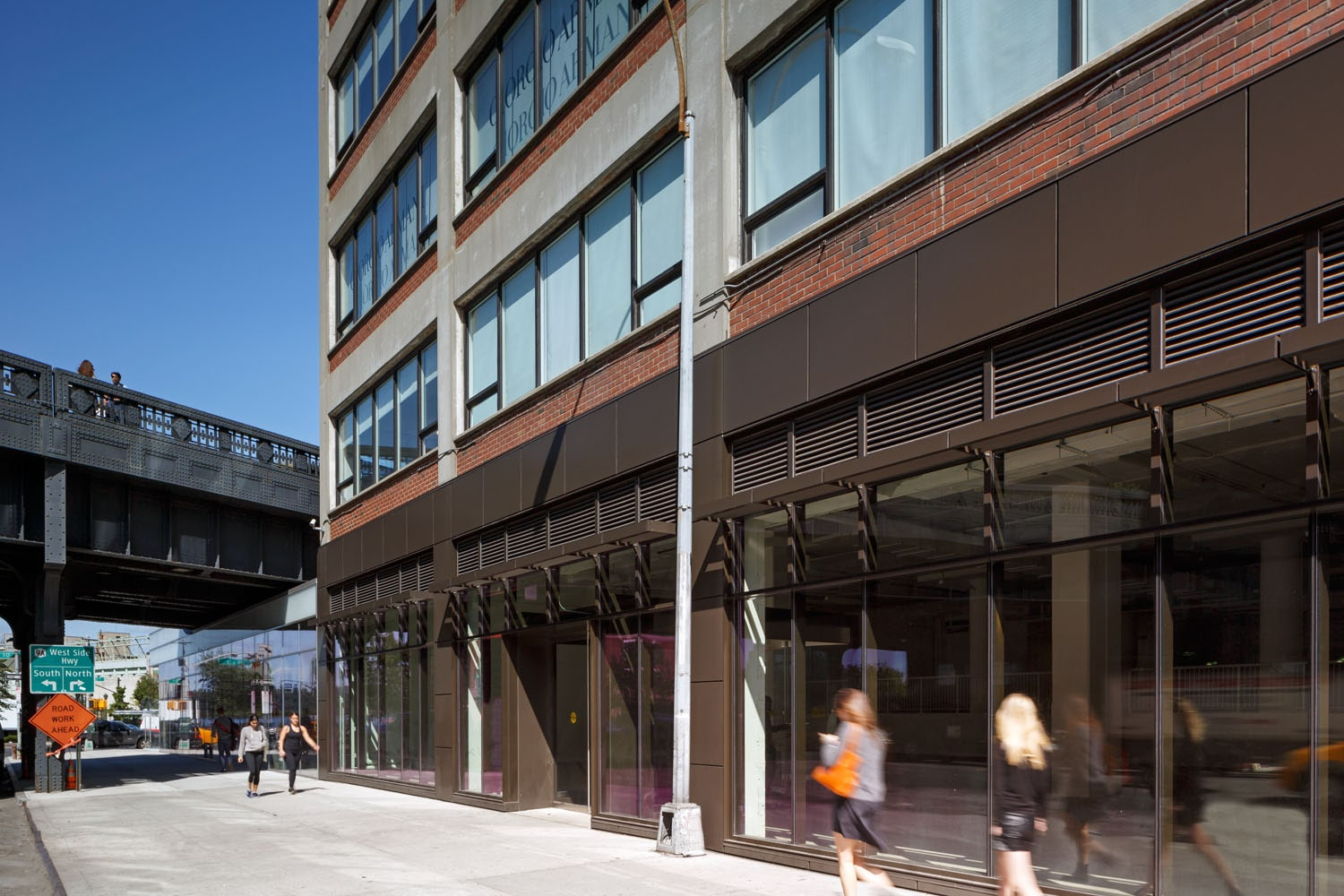 Storefront on 14th Street with the Highline