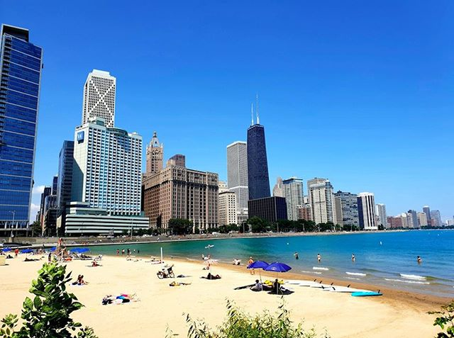 Soak up the last of those Chicago rays on the beaches of #LakeMichigan.