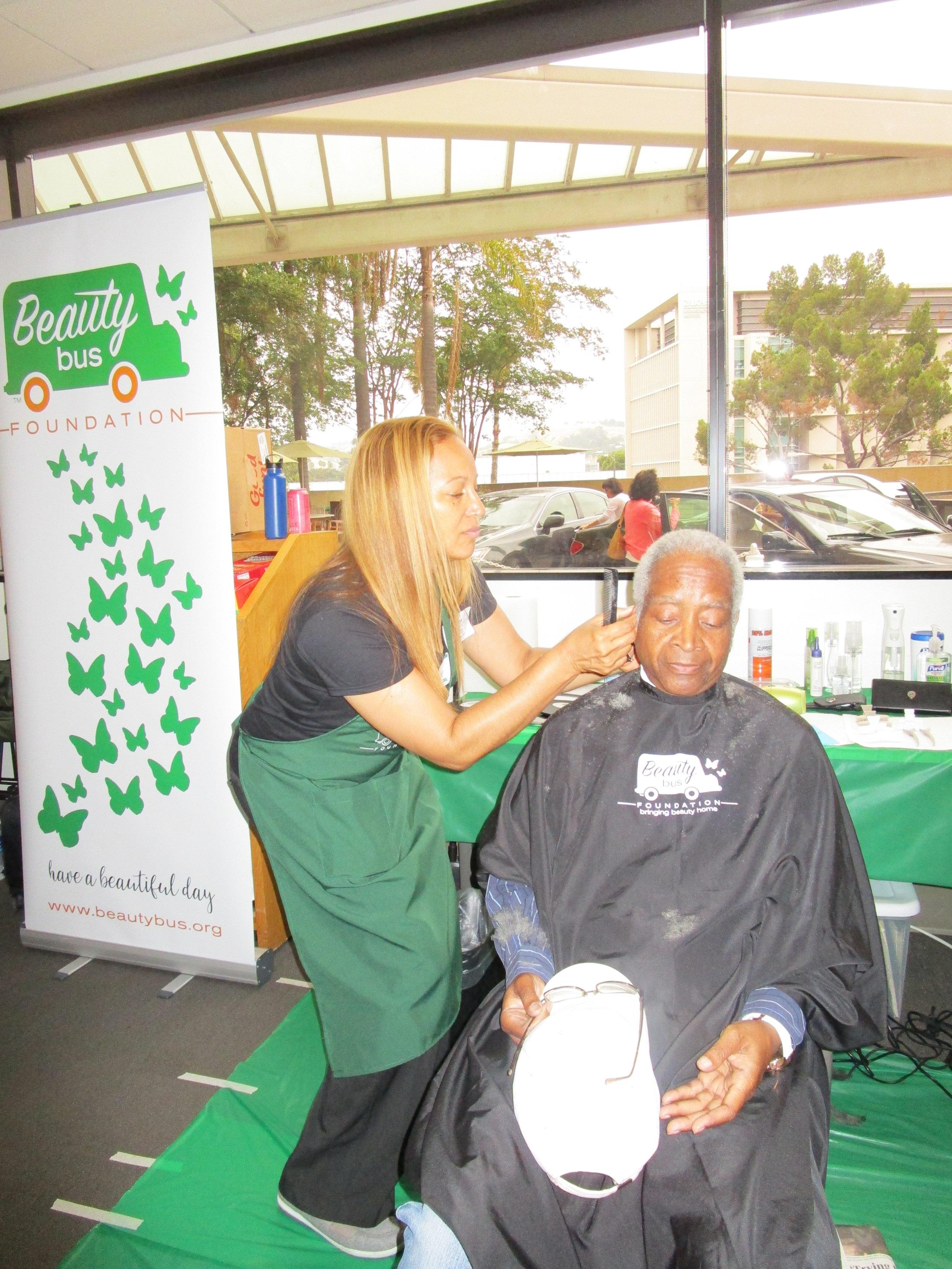 USC Norris Comprehensive Cancer Center Pop-Up Salon — Beauty Bus