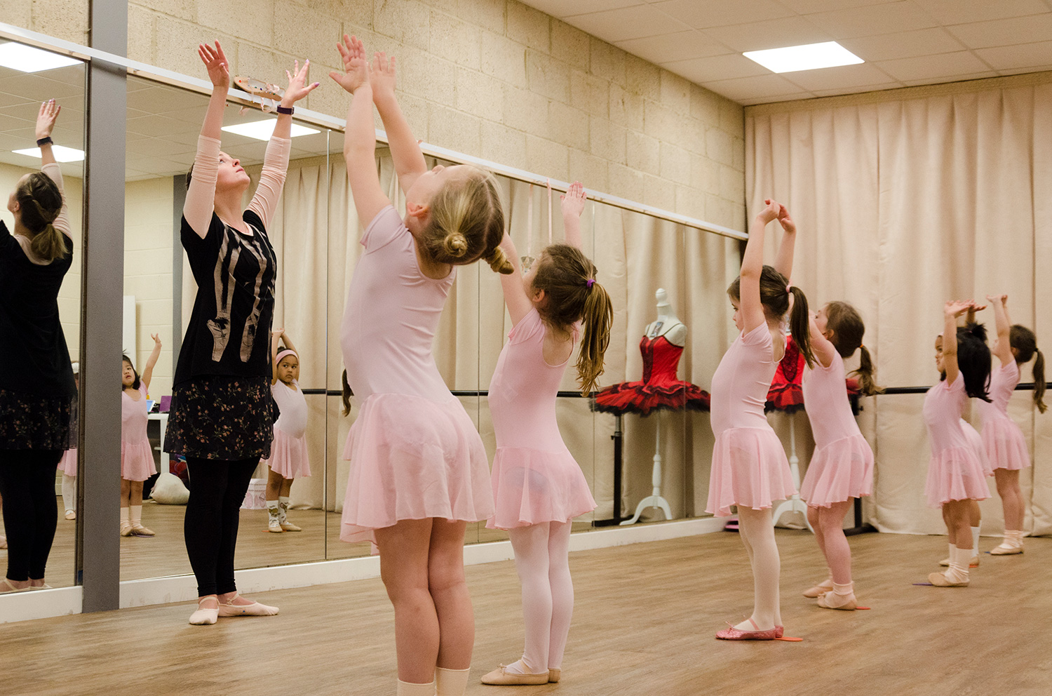 Dancers and parents at En Pointe have the reassurance of knowing we have all the qualifications and credentials to ensure your child is taught in a safe and approved environment.