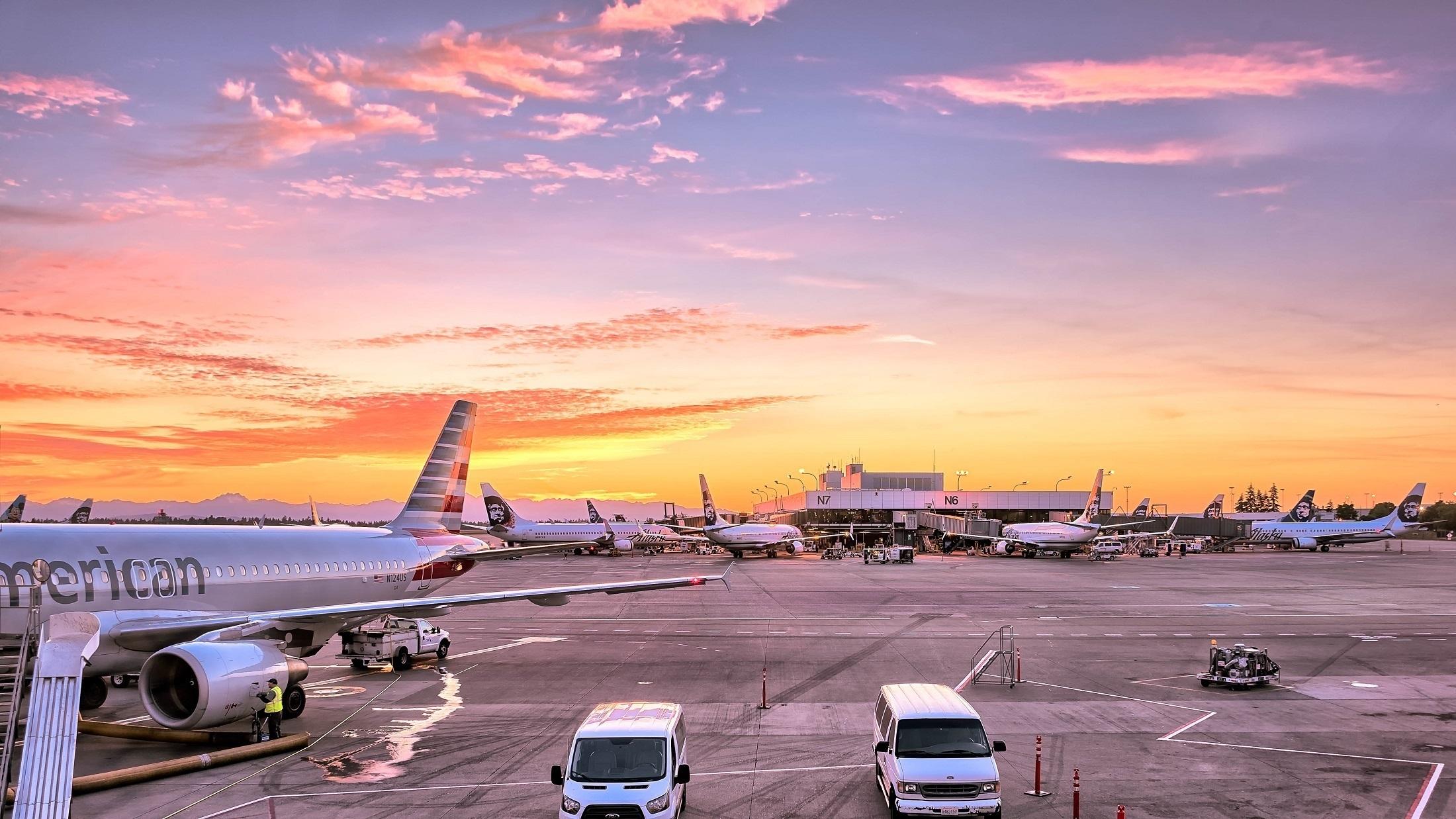 airport-airplanes-gates-flight-line-163771.jpg