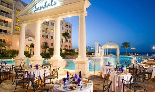 Sandals-Royal-Bahamian-Candlelight-Dinner.jpg