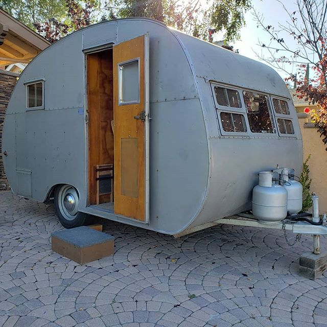 Scored myself a sweet little 1950 crown! All original and ready to go camping. Chelsey the pups and I will be hitting the camping circuit very soon. #vintagetrailer #camping #1950  #traveltrailerlife @vintagecampertrailers