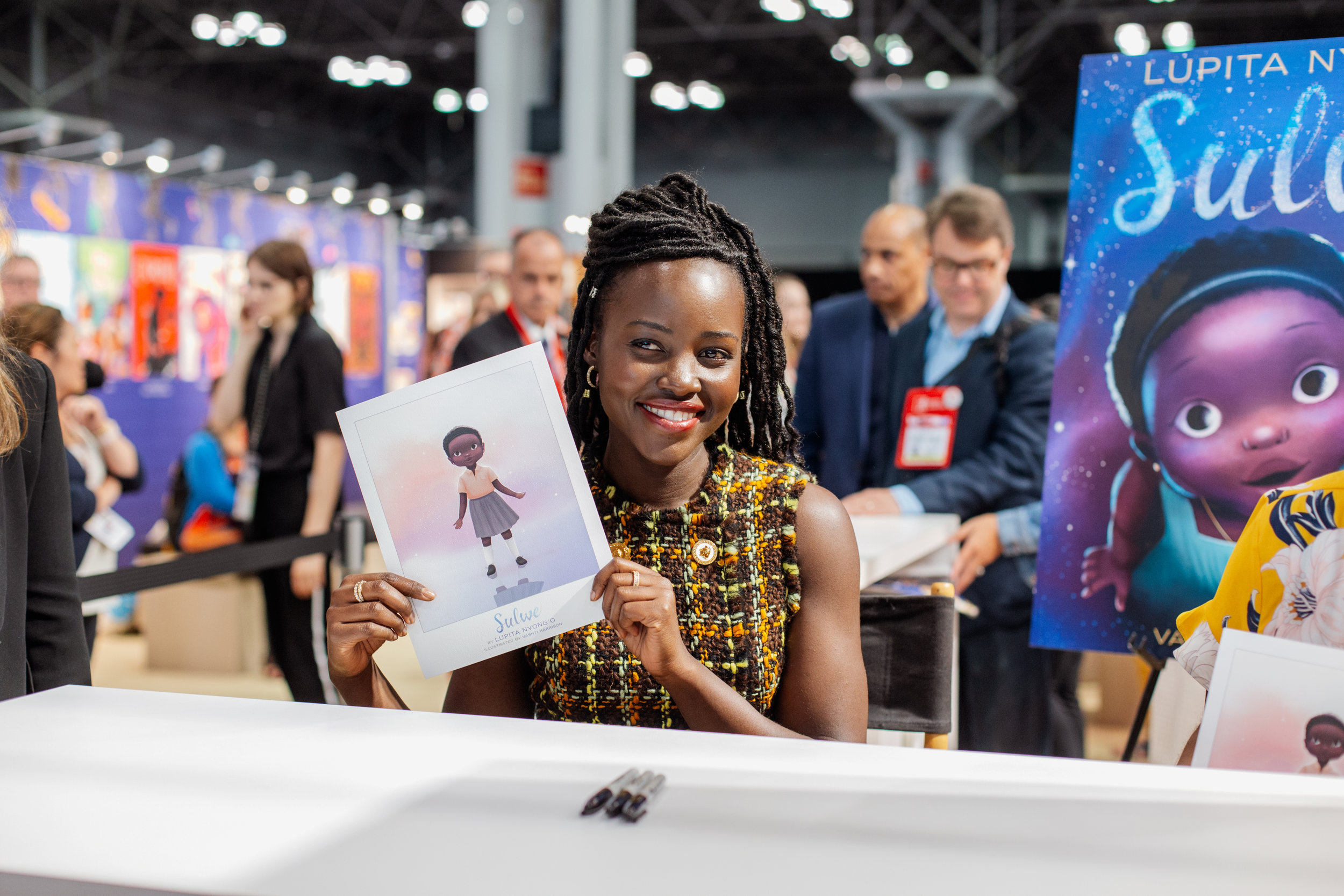 whitley-isa-portretfotograaf-modefotograaf-fotograaf-genk-limburg-belgie-lupita-nyong'o-bookexpo-america-2019-new-york-sulwe-simon-schuster-vashti-harrison-childrens-book-author-signing-6761.jpg