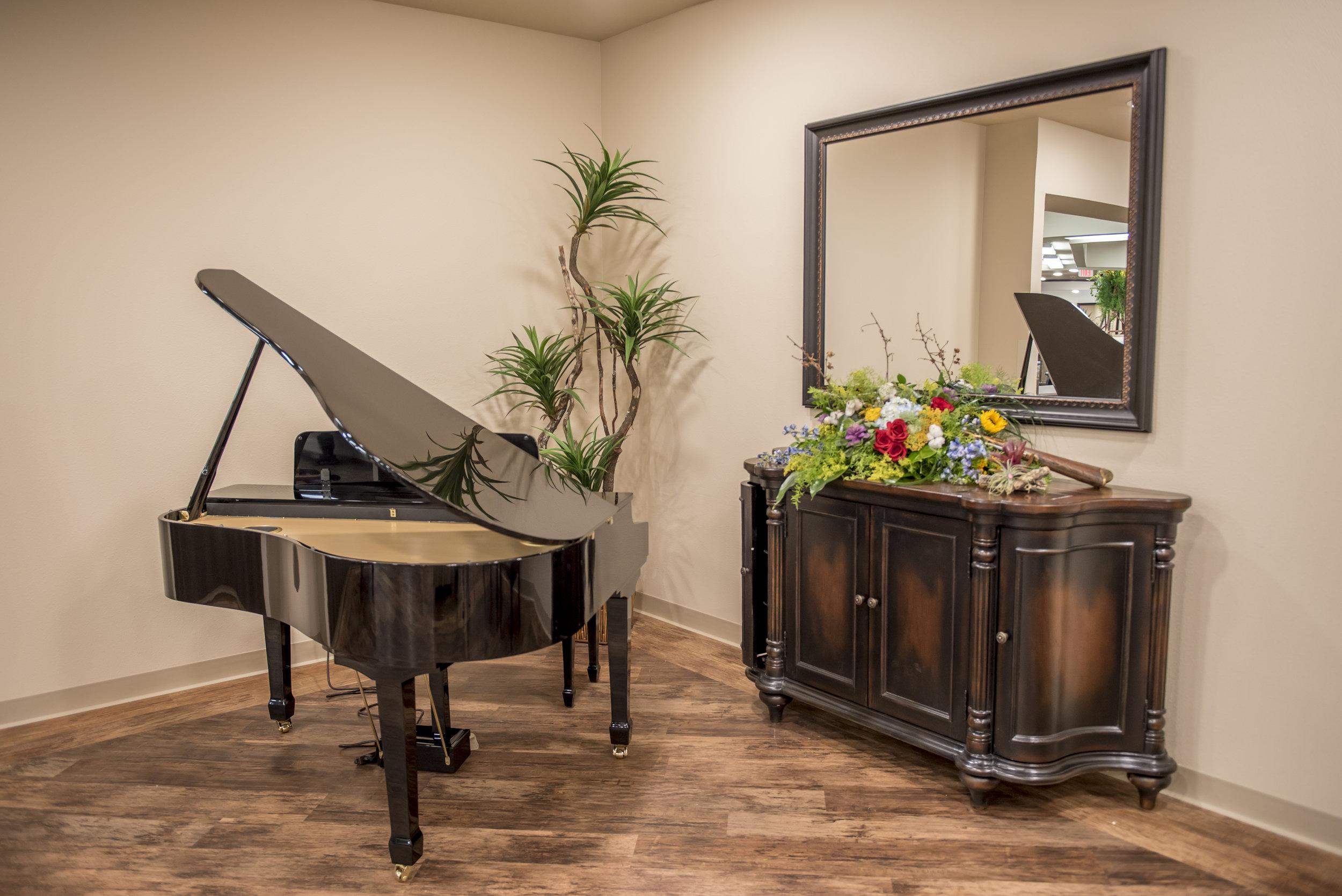 grand-piano-nursing-home-wichita-falls-texas-sheridan-medical-lodge.jpg
