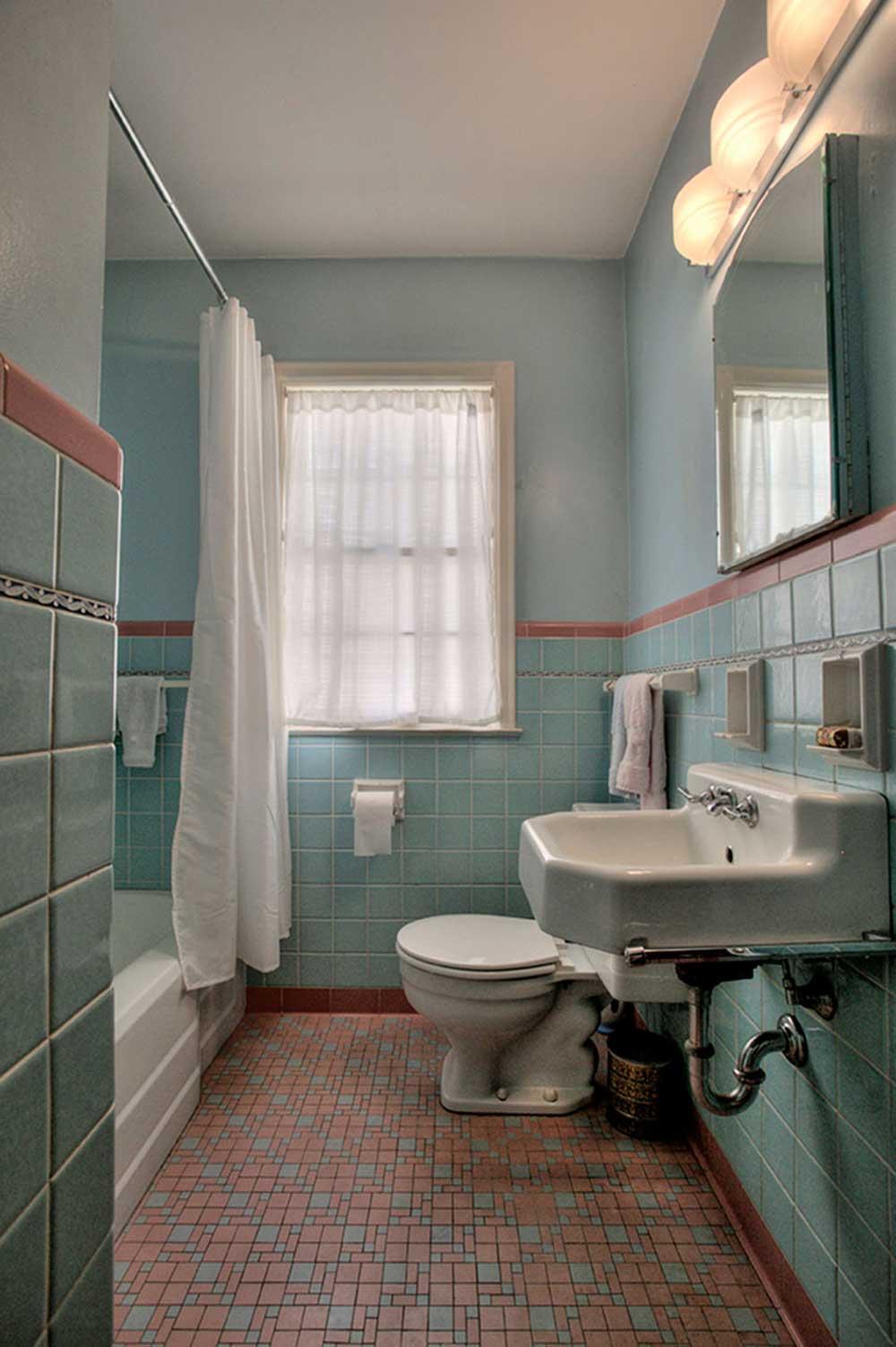 vintage-pink-and-blue-bathroom.jpg