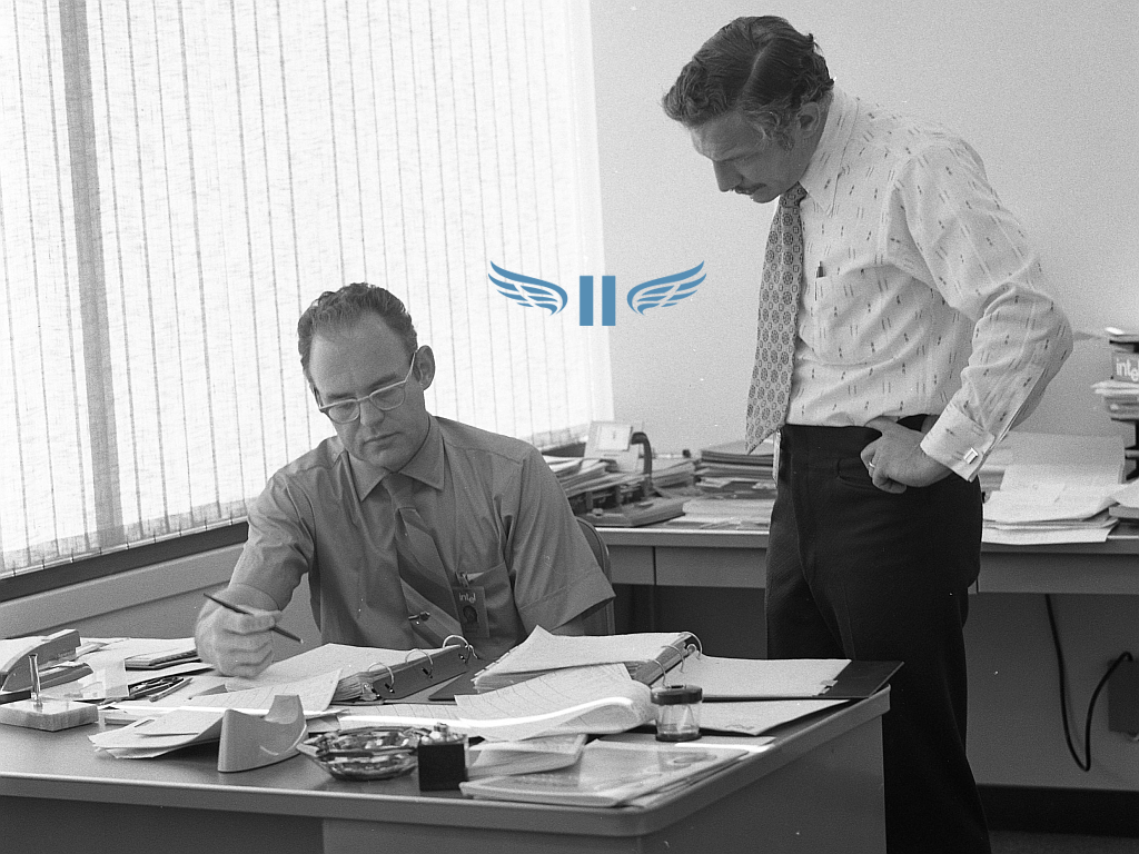 Gordon_Moore_with_Robert_Noyce_at_Intel_in_1970-withwings.png
