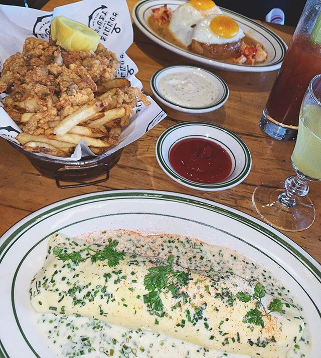 FIRST TIME HAVING BRUNCH HERE, DEF A FAN! - PEEKY TOE CRAB AND LOBSTER OMELETTE; DECADENT AF {IN A GOOD WAY BUT I WISH I WOULD HAVE ORDERED SOMETHING ON THE SWEETER SIDE TO PAIR} - BISCUITS AND GRAVY; 3 WORDS..LOBSTER BISQUE GRAVY - CLAM STRIPS, BELLIES ON; AN ABSOLUTE MUST! AN EAST COAST DELIGHT - NEW ENGLAND CLAM CHOWDER {NP}; I CRAVE THIS SOUP, ITS AN EXCUSE TO MAKE THE DRIVE TO WEHO IN IT SELF, I LOVE THAT THE CONSISTENCY IS MORE BROTHY THAN THICK, SAME AMOUNT OF FLAVOR AND CREAMYNESS THOUGH! IF YOU ARE A CLAM CHOWDER FAN YOU NEED THIS TRY. - C O N N I E + T E D ' S WEHO📍 SATURDAY BRUNCH - 02/16/19 COMPANY - @FALSETTOFILMS