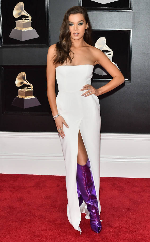 rs_634x1024-180128155140-634-red-carpet-fashion-2018-grammy-awards-hailee-steinfeld.jpg