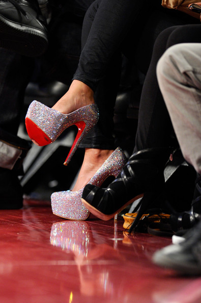 Beyonce-Knowles-Christian-Louboutin-Daffodile-Glitter-Platform-Pumps-Spring-Summer-2011-Collection-4.jpg