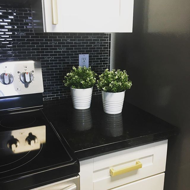 These little white pots from #ikea are so great! I love using them in my decorating schemes. My new kitchen is starting to come together today! #lovemyspace #designer #kitchen #remodel #decor #accessorize #designlife #organizer #interiors #calistyle #stylized #update #whitepottery #trends #placercounty #styleithappy