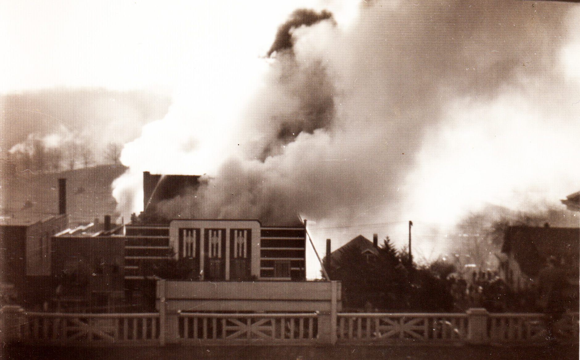 View of the 1950 Appalachian Theatre fire from the porch roof of the Daniel Boone Hotel. Image courtesy of Mark Hayes.