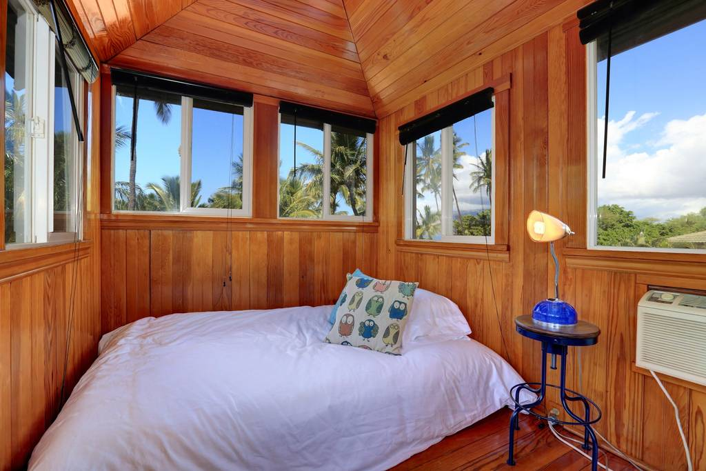 PACKAGE 4 - DOUBLE/ SHARED ROOM  Features:Ocean Views,Air Conditioning,Modern Suite, Queen Size Bed  (2/4 Spots Filled)